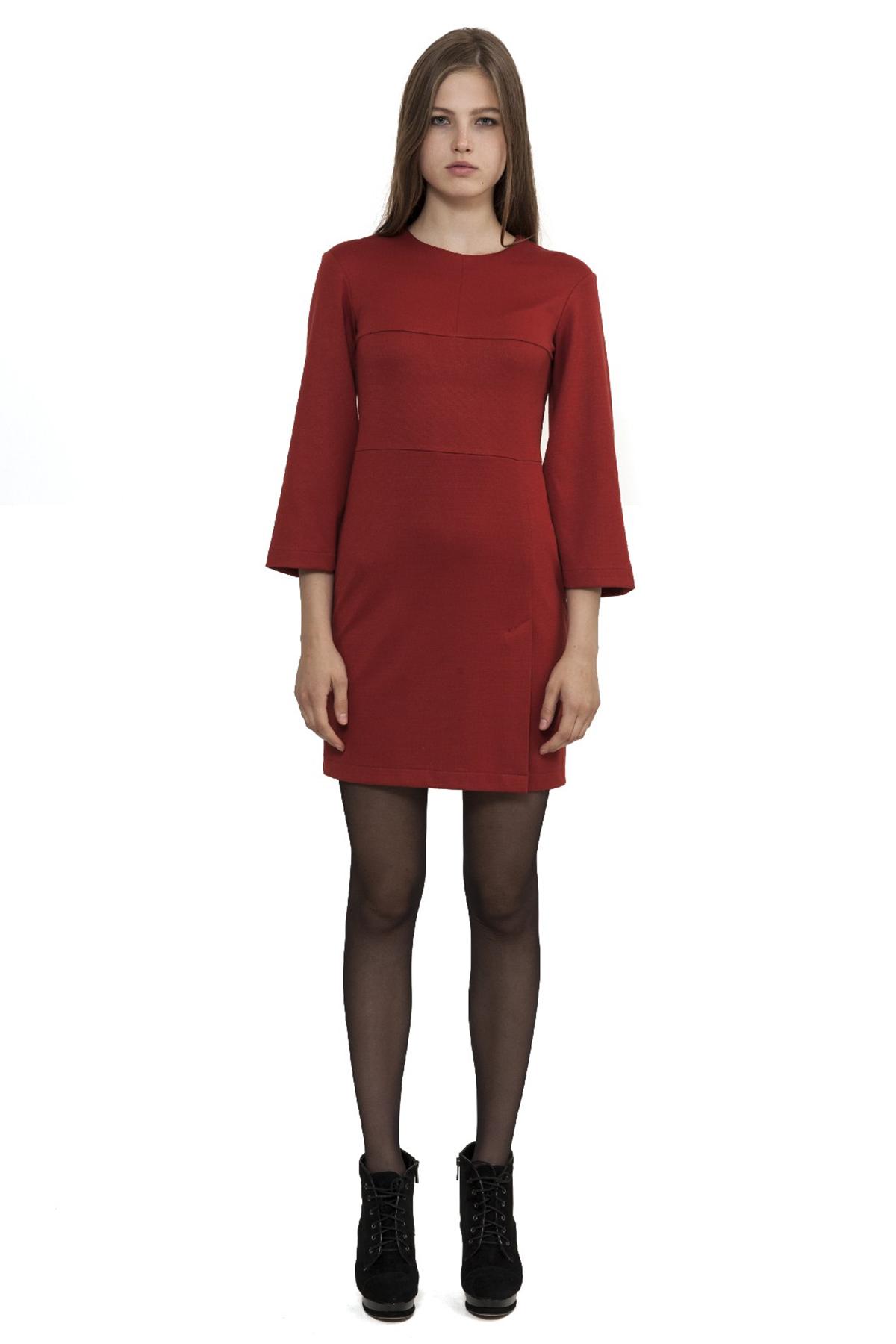 ПлатьеПлатья,  сарафаны<br>Платье - неотъемлемая часть гардероба каждой женщины. Модель приталенного силуэта, подчеркивающего стройность фигуры. Идеальный вариант на каждый день.<br><br>Цвет: терракотовый<br>Состав: 60% вискоза, 35% полиэстер, 5% лайкра<br>Размер: 40,42,44,46,48,50,52,54,56<br>Страна дизайна: Россия<br>Страна производства: Россия
