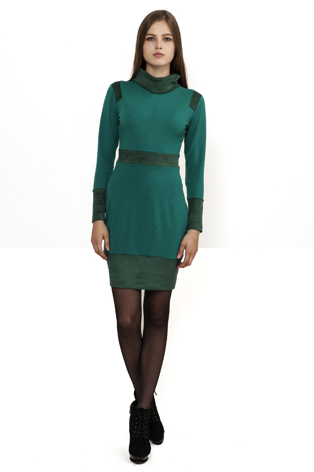ПлатьеПлатья,  сарафаны<br>Платье с длинными рукавами и воротником гольф. Модель без застежки украшена контрастными вставками из искусственной замши. Прекрасно дополнит Ваш гардероб.<br><br>Цвет: зеленый<br>Состав: 60% вискоза, 35% полиэстер, 5% лайкра<br>Размер: 40,42,44,46,48,50,52,54<br>Страна дизайна: Россия<br>Страна производства: Россия
