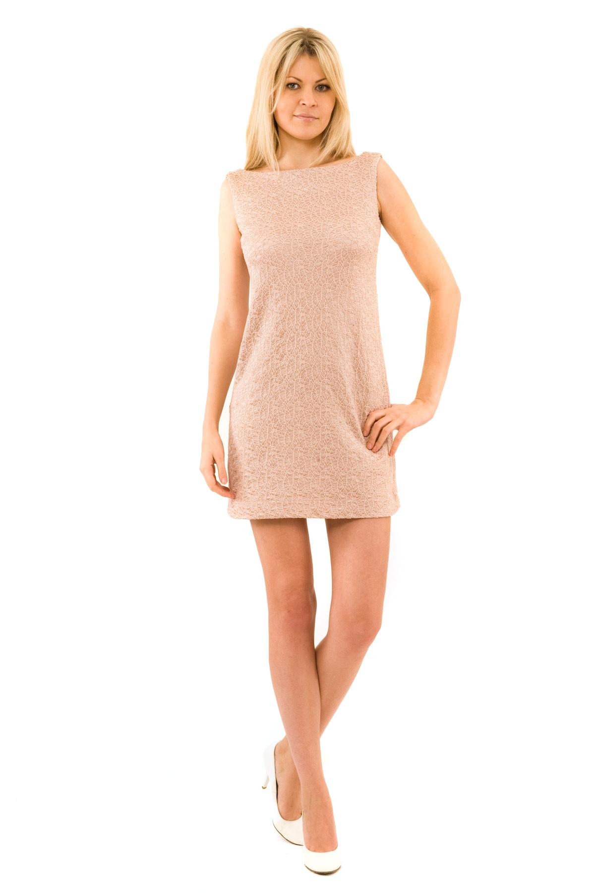 ПлатьеПлатья,  сарафаны<br>Отличное платье из французского трикотажа приталенного кроя. Модель удачно подчеркнет красоту Вашей фигуры, а яркий красивый цвет платья не оставит Вас незамеченной. Изделие прекрасно подойдет как для праздничного вечера, так и для деловой встречи, в случ<br><br>Цвет: бежевый<br>Состав: 100 % полиэстер<br>Размер: 48,50,52<br>Страна дизайна: Россия<br>Страна производства: Россия