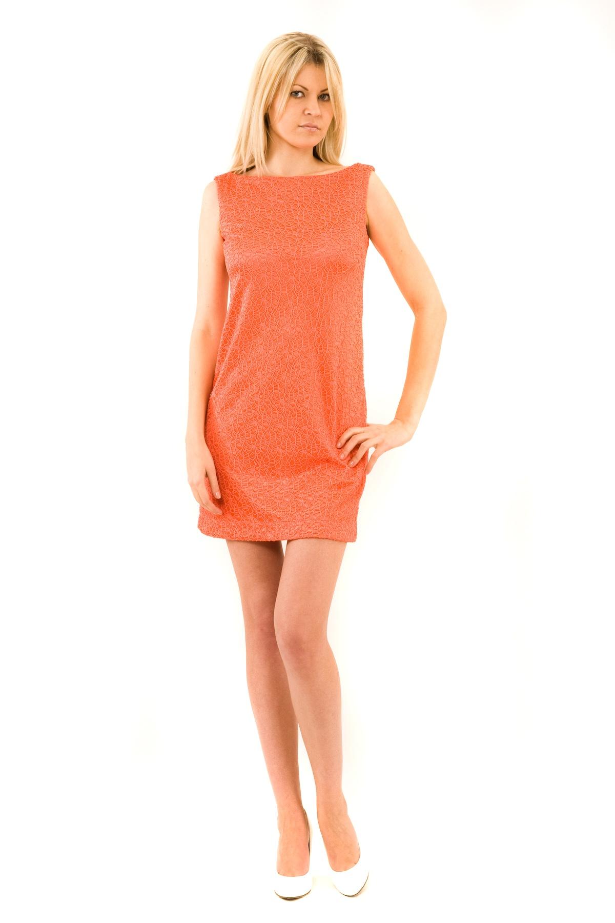 ПлатьеПлатья,  сарафаны<br>Отличное платье из французского трикотажа приталенного кроя. Модель удачно подчеркнет красоту Вашей фигуры, а яркий красивый цвет платья не оставит Вас незамеченной. Изделие прекрасно подойдет как для праздничного вечера, так и для деловой встречи, в случ<br><br>Цвет: коралловый<br>Состав: 100 % полиэстер<br>Страна дизайна: Россия<br>Страна производства: Россия