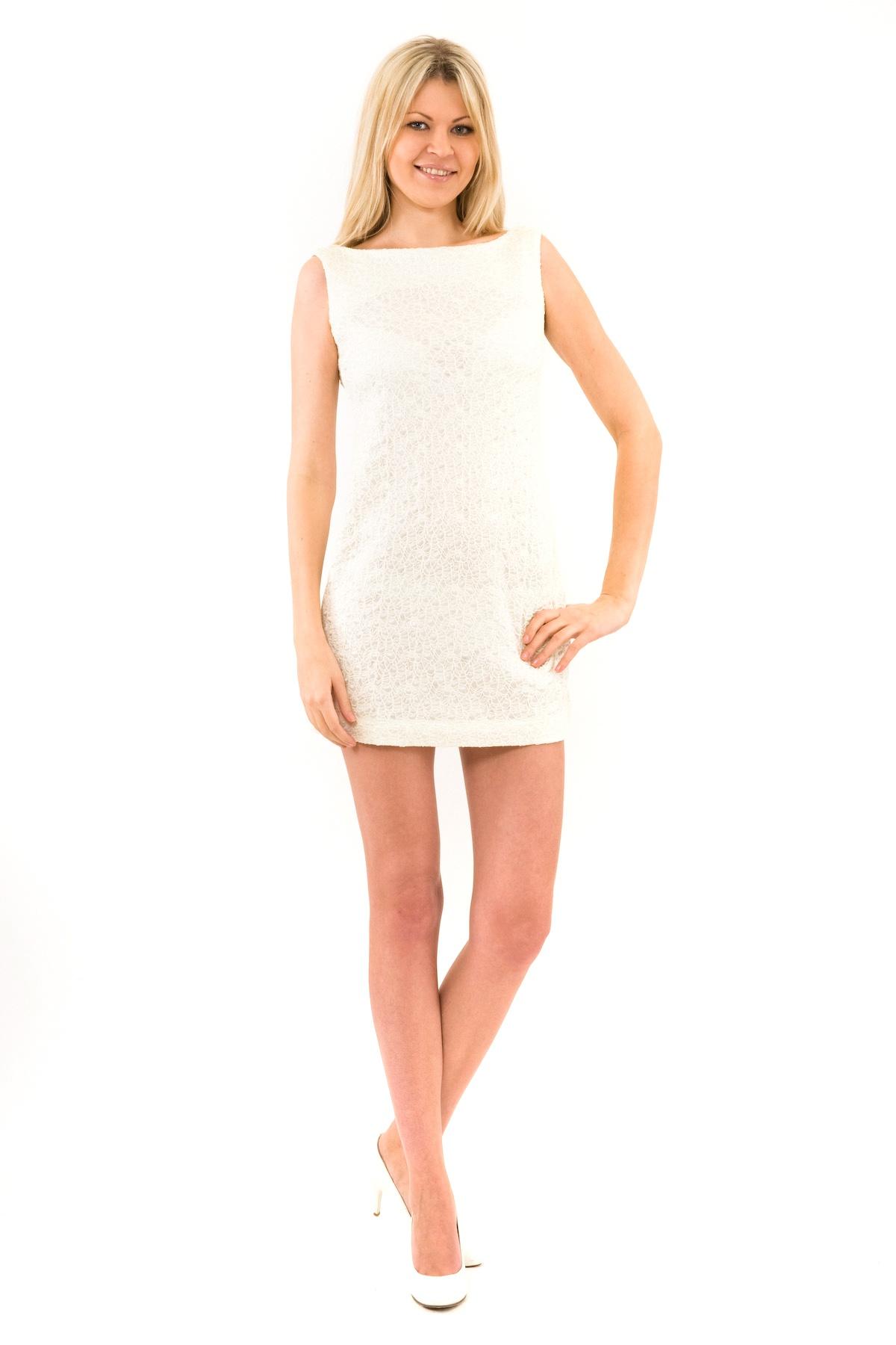 ПлатьеПлатья,  сарафаны<br>Отличное платье из французского трикотажа приталенного кроя. Модель удачно подчеркнет красоту Вашей фигуры, а яркий красивый цвет платья не оставит Вас незамеченной. Изделие прекрасно подойдет как для праздничного вечера, так и для деловой встречи, в случ<br><br>Цвет: молочный<br>Состав: 100 % полиэстер<br>Размер: 46,48,50,52<br>Страна дизайна: Россия<br>Страна производства: Россия