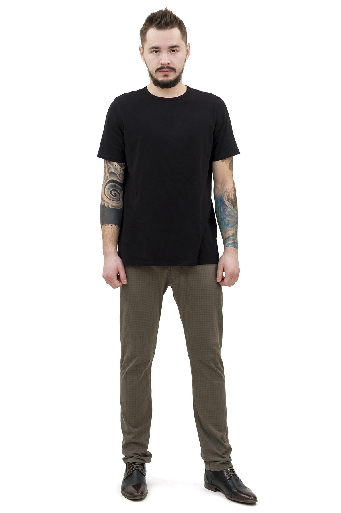 ФутболкаМужские футболки, джемпера<br>Футболка – это удобный выбор на каждый день, поэтому она должна быть яркой и стильной, чтобы привнести в повседневный образ красок. Округлый вырез горловины, короткие рукава, эффектный принт - все это футболка Doctor E, из высококачественного трикотажа.<br><br>Цвет: черный<br>Состав: 92% хлопок; 8% эластан<br>Размер: 44,46,48,50,52,54,56,58,60<br>Страна дизайна: Россия<br>Страна производства: Россия