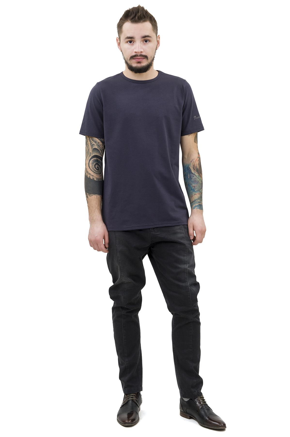 ФутболкаМужские футболки, джемпера<br>Футболка – это удобный выбор на каждый день, поэтому она должна быть яркой и стильной, чтобы привнести в повседневный образ красок. Округлый вырез горловины, короткие рукава, эффектный принт - все это футболка Doctor E, из высококачественного трикотажа.<br><br>Цвет: темно-серый<br>Состав: 92% хлопок; 8% эластан<br>Размер: 44,46,48,50,52,54,56,58,60<br>Страна дизайна: Россия<br>Страна производства: Россия