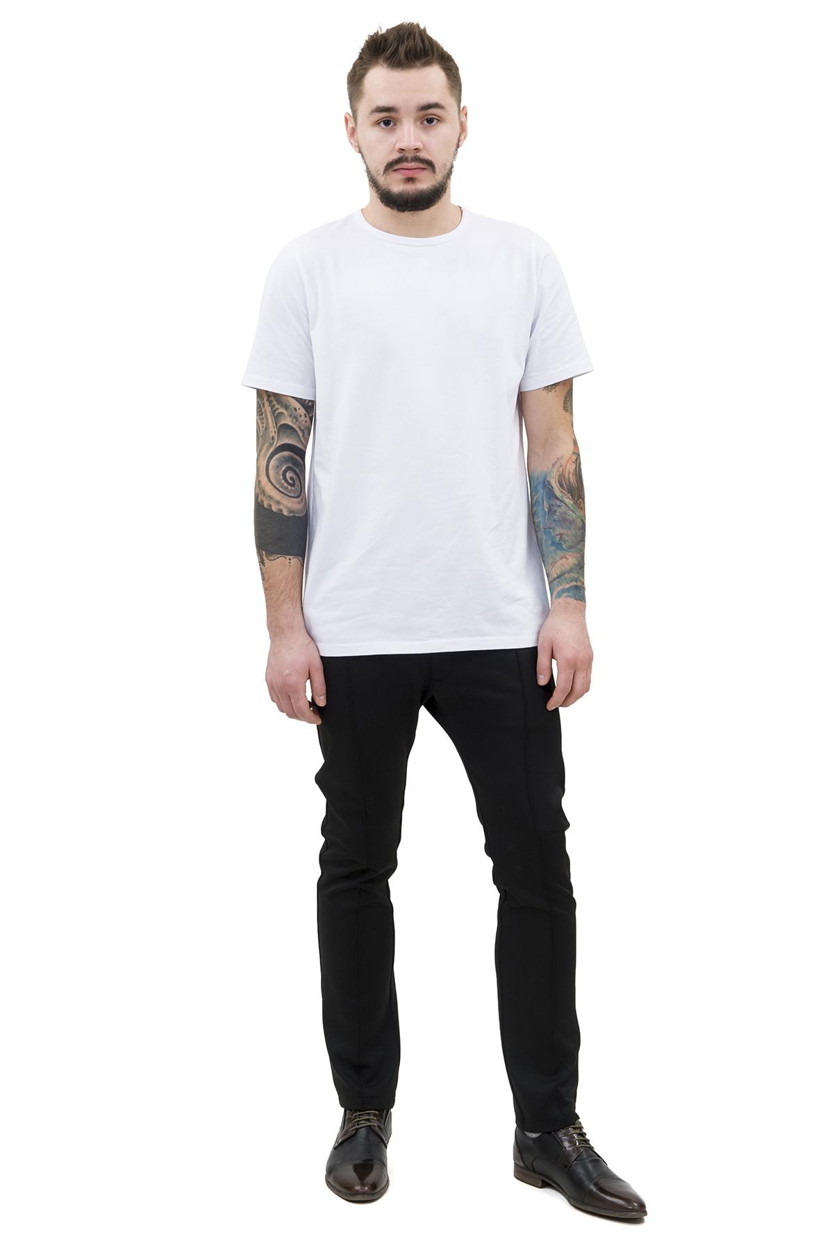ФутболкаМужские футболки, джемпера<br>Футболка – это удобный выбор на каждый день, поэтому она должна быть яркой и стильной, чтобы привнести в повседневный образ красок. Округлый вырез горловины, короткие рукава, эффектный принт - все это футболка Doctor E, из высококачественного трикотажа.<br><br>Цвет: белый<br>Состав: 92% хлопок; 8% эластан<br>Размер: 44,46,48,50,52,54,56,58,60<br>Страна дизайна: Россия<br>Страна производства: Россия