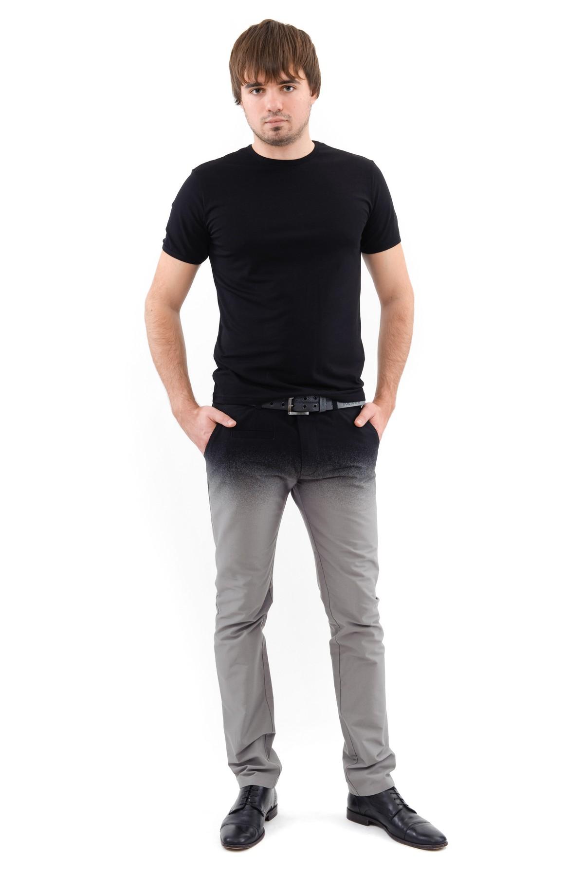 ФутболкаМужские футболки, джемпера<br>Футболка – это удобный выбор на каждый день, поэтому она должна быть яркой и стильной, чтобы привнести в повседневный образ красок. Округлый вырез горловины, короткие рукава, эффектный принт - все это футболка Doctor E, из высококачественного трикотажа.<br><br>Цвет: черный<br>Состав: 92% хлопок 8% лайкра<br>Размер: 56,58<br>Страна дизайна: Россия<br>Страна производства: Россия