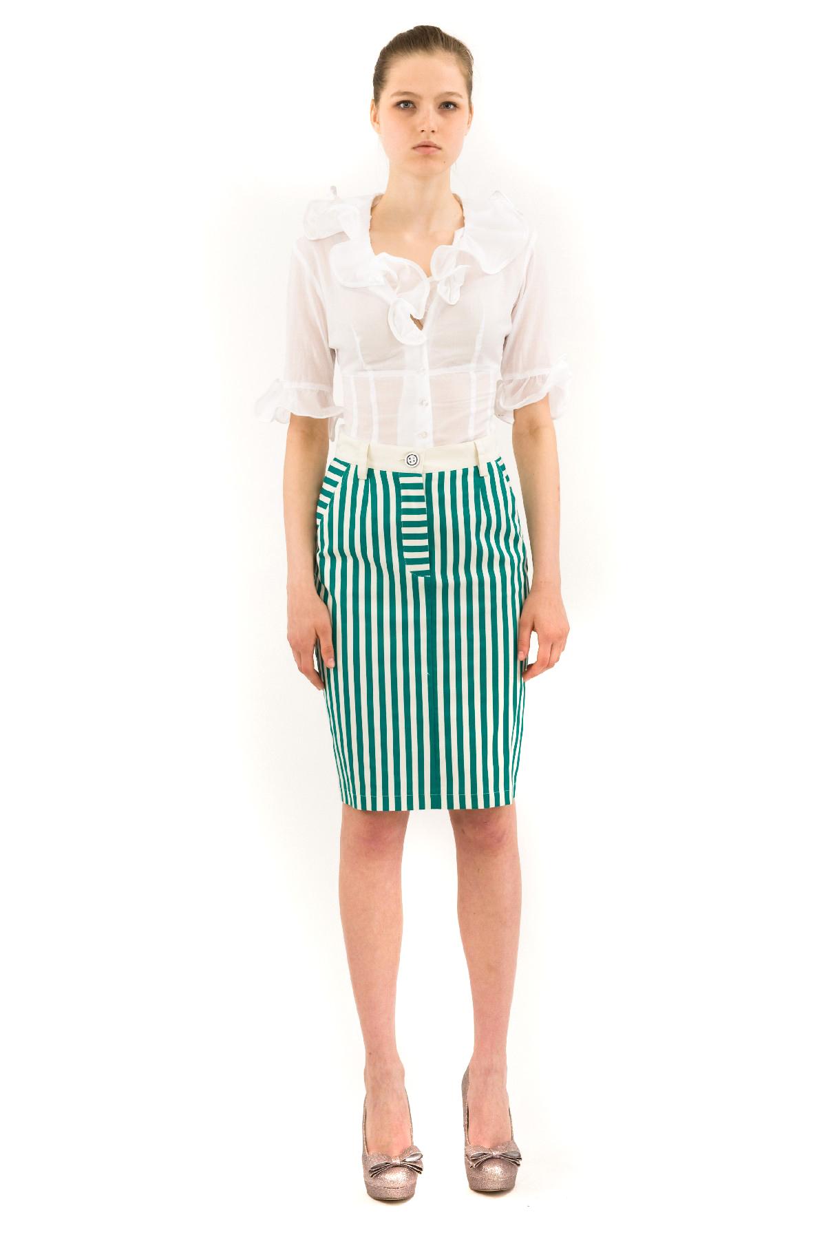 БлузаЖенские блузки<br>Отличная блузкас оригинальным воротником, которые придают этой вещи необычайную женственность. Блузка выполнена из высококачественного хлопкового материала.<br><br>Цвет: белый<br>Состав: 100% хлопок<br>Размер: 40,42,44<br>Страна дизайна: Россия<br>Страна производства: Россия