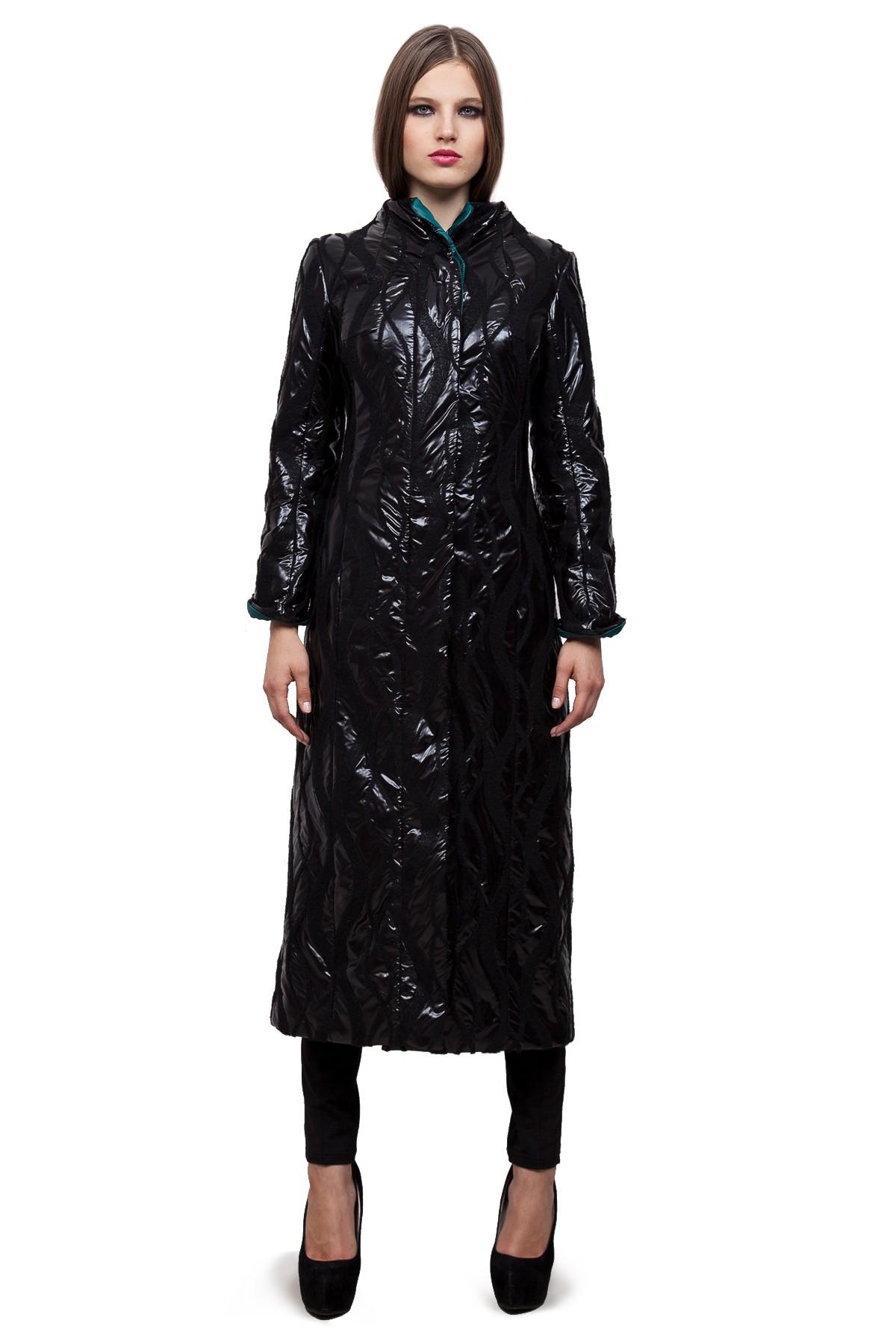 ПальтоЖенские куртки, плащи, пальто<br>Восхитительный вариант для тех, кто предпочитает стильные решения - элегантное пальто сдержанного модного дизайна из итальянской ткани, который подчеркнет Ваш безупречный вкус. Прекрасный вариант для создания элегантного образа.<br><br>Цвет: черный<br>Состав: 54%шерсть, 30%полиэстер, 21%полиамид, 5%полиуретан,подкладка -54%полиэстер, 46%вискоза<br>Размер: 42,46,48,52,54,56<br>Страна дизайна: Россия<br>Страна производства: Россия