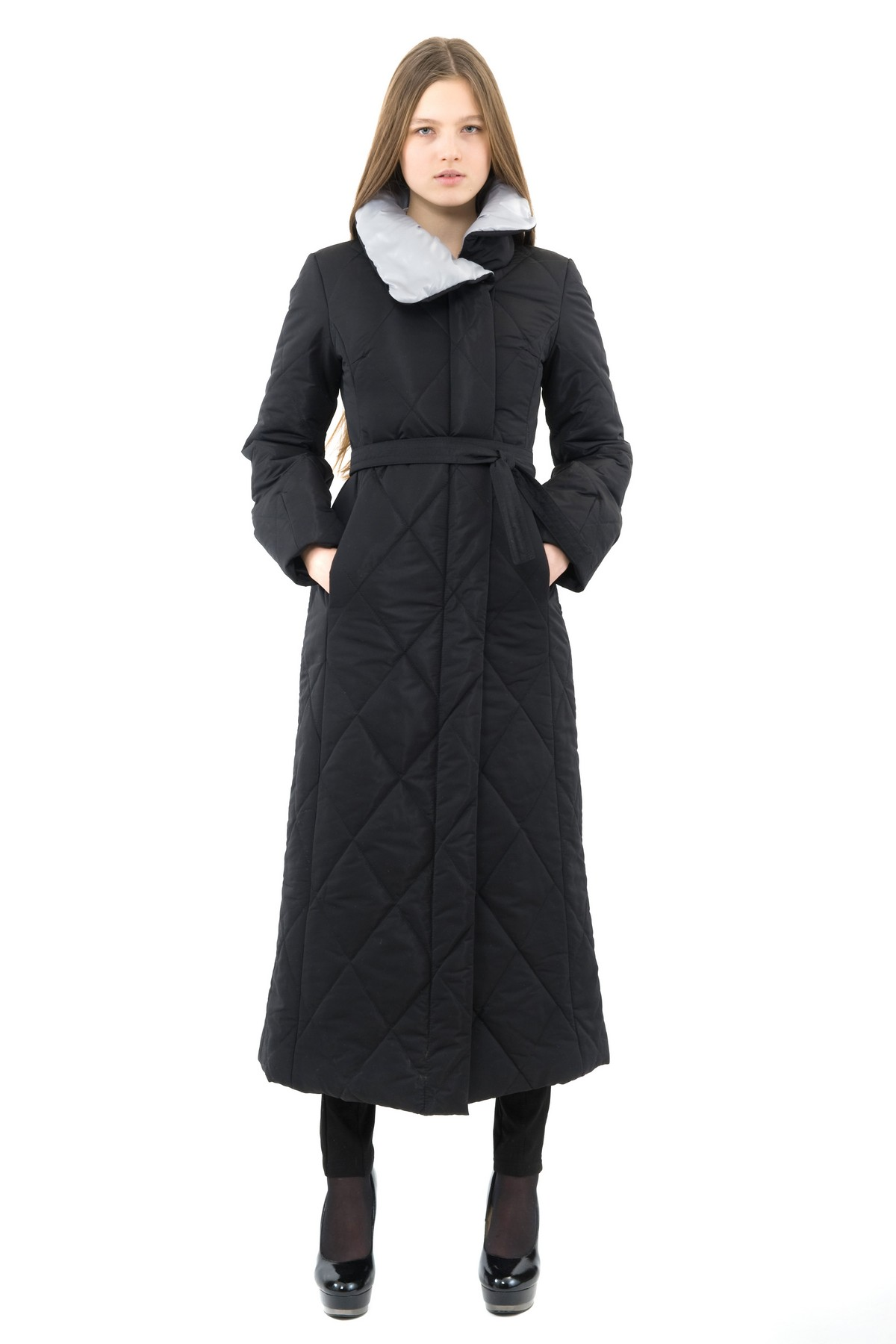 ПальтоЖенские куртки, плащи, пальто<br>Восхитительный вариант для тех, кто предпочитает стильные решения - элегантное пальто сдержанного модного дизайна, который подчеркнет Ваш безупречный вкус. Прекрасный вариант для создания элегантного образа.<br><br>Цвет: черный,серый<br>Состав: 100% полиэстер: подкладка - 100% полиэстер<br>Размер: 42,48,50<br>Страна дизайна: Россия<br>Страна производства: Россия