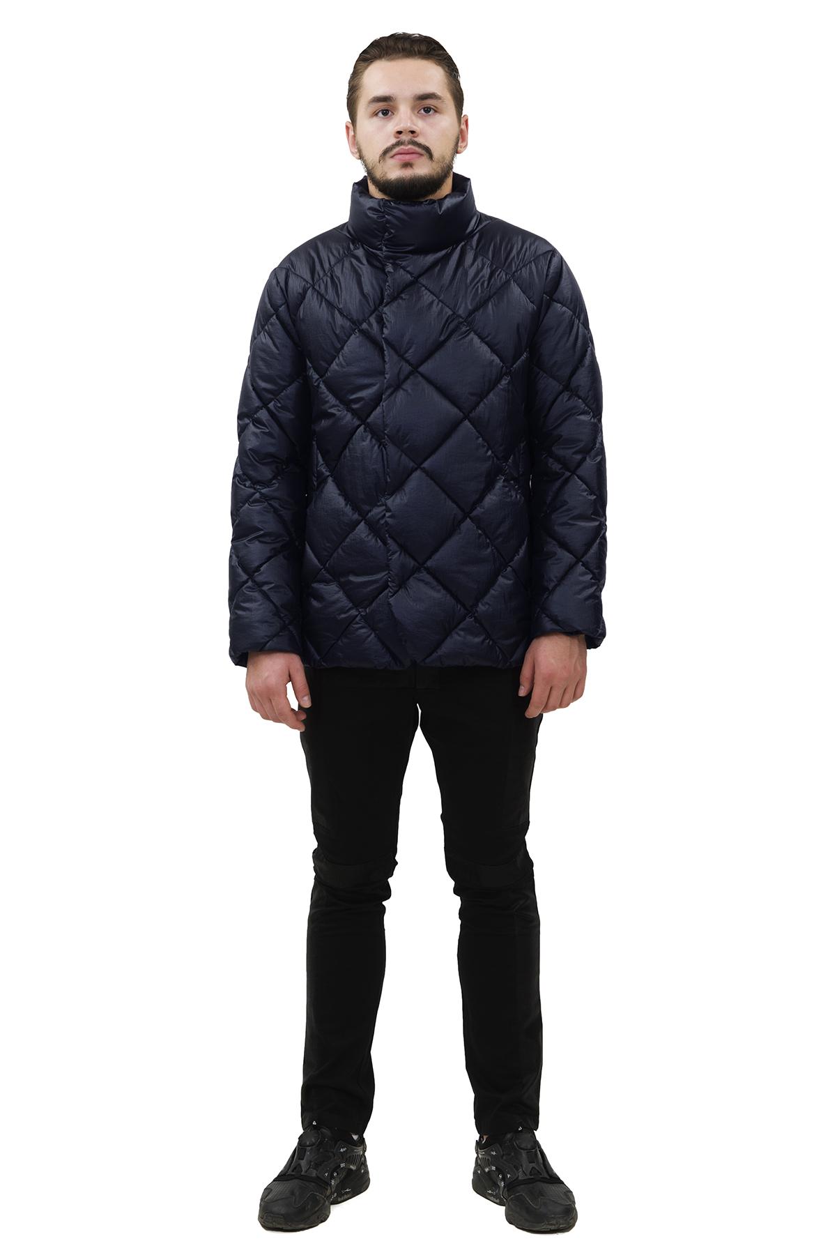 КурткаЗимние мужские куртки, пуховики<br>Модная дизайнерская куртка Doctor E - отличный вариант для стильных и уверенных в себе мужчин. Интересная фактура ткани не оставит Вас равнодушным к этой модели.<br><br>Цвет: синий<br>Состав: 100% полиэстер Утеплитель: синтепух<br>Размер: 56<br>Страна дизайна: Россия<br>Страна производства: Россия