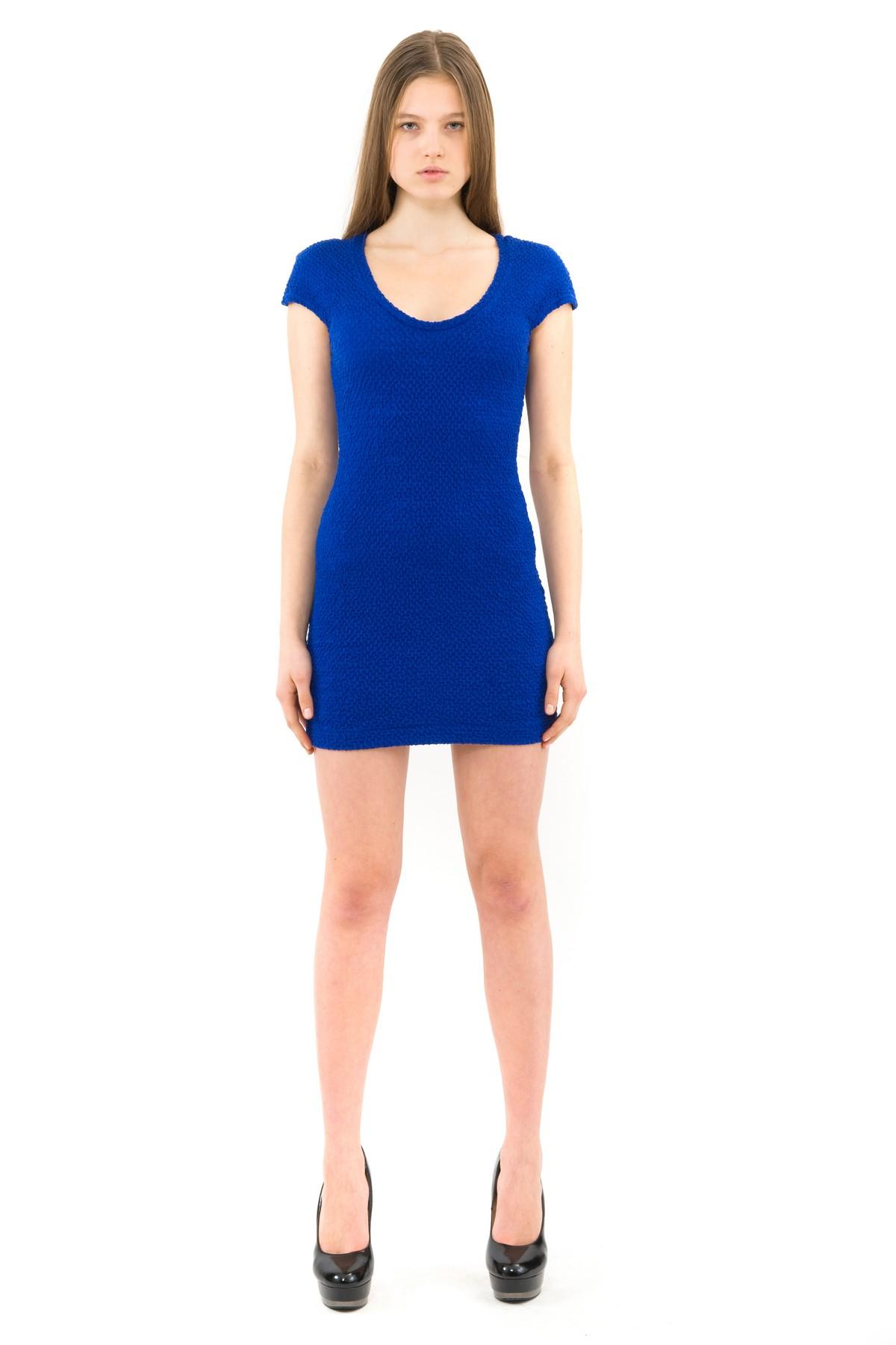 ПлатьеПлатья,  сарафаны<br>Великолепное трикотажное платье выгодно подчеркнет природную красоту и стройность Вашей фигуры.<br><br>Цвет: синий<br>Состав: 70% полиэстер, 24% вискоза, 6% эластан<br>Размер: 42,44,46<br>Страна дизайна: Россия<br>Страна производства: Россия