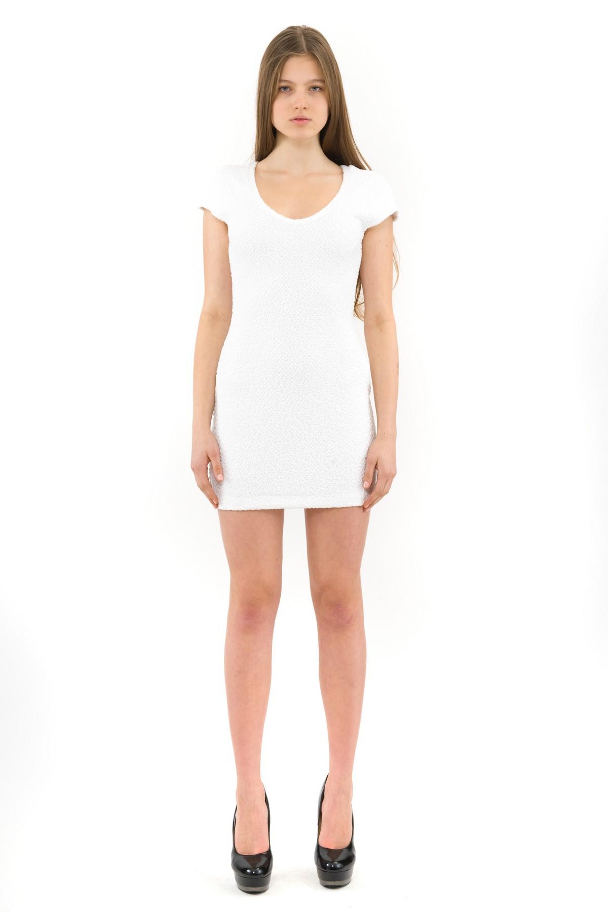 ПлатьеПлатья,  сарафаны<br>Великолепное трикотажное платье выгодно подчеркнет природную красоту и стройность Вашей фигуры.<br><br>Цвет: белый<br>Состав: 70% полиэстер, 24% вискоза, 6% эластан<br>Размер: 42,44,46<br>Страна дизайна: Россия<br>Страна производства: Россия