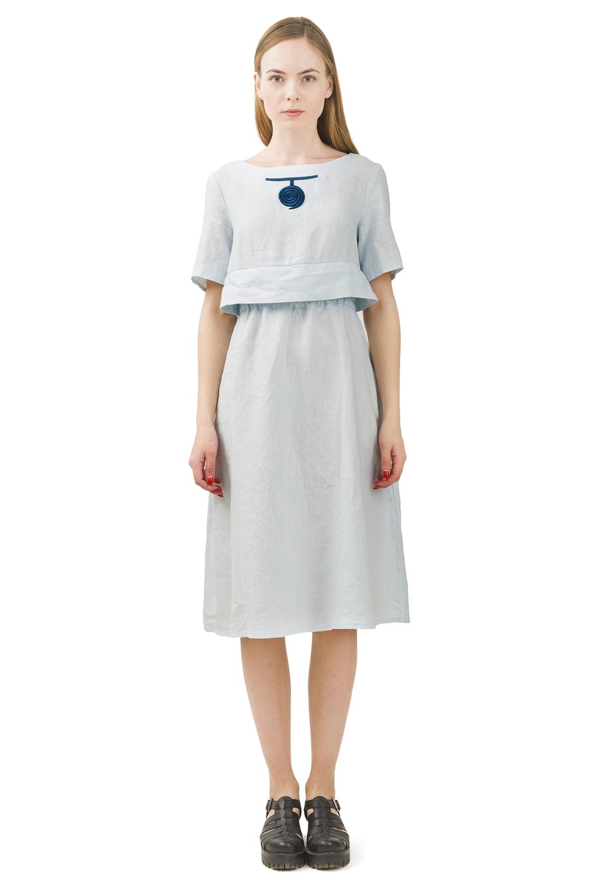 ПлатьеПлатья,  сарафаны<br>Стильное платье выполнено из натуральной ткани - льна. Данная модель удачно подчеркнет красоту Вашей фигуры, а яркая расцветка  не оставит Вас незамеченной.<br><br>Цвет: светло-голубой<br>Состав: 100% лен<br>Размер: 40,42,44,46,48,50,52<br>Страна дизайна: Россия<br>Страна производства: Россия