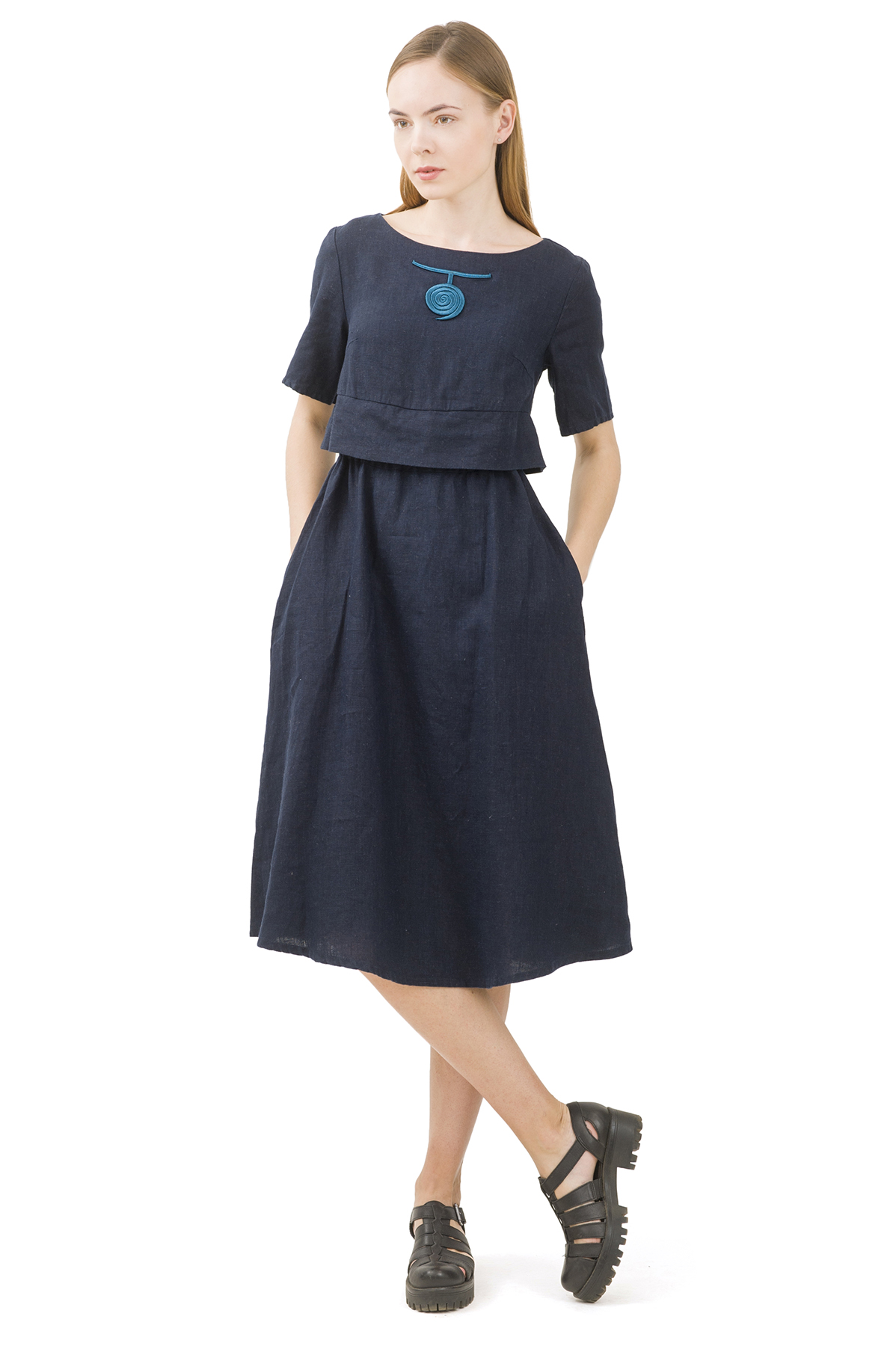 ПлатьеПлатья,  сарафаны<br>Стильное платье выполнено из натуральной ткани - льна. Данная модель удачно подчеркнет красоту Вашей фигуры, а яркая расцветка  не оставит Вас незамеченной.<br><br>Цвет: темно-синий<br>Состав: 100% лен<br>Размер: 40,42,44,46,48,50,52<br>Страна дизайна: Россия<br>Страна производства: Россия