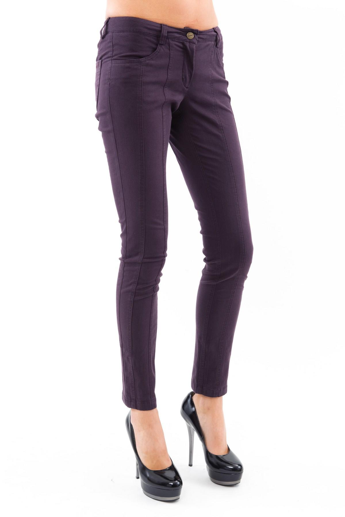 БрюкиЖенские юбки и брюки<br>Практичные брюки для истинных модниц, отлично садятся по фигуре, делая Вас стройной и привлекательной.  В таких брюках Вы всегда будете выглядеть привлекательно. Брюки отлично сочетаются с пестрым топом или однотонной блузой, с джемпером или кардиганом. А<br><br>Цвет: чернильный<br>Состав: 48% хлопок, 4 % эластан , 48 % полиэстер<br>Размер: 50,52<br>Страна дизайна: Россия<br>Страна производства: Россия