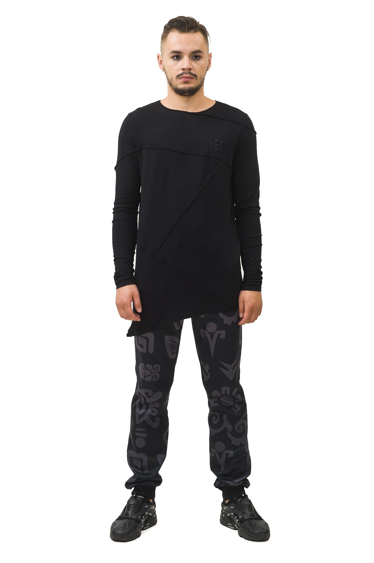 ЛонгсливМужские футболки, джемпера<br>Лонгслив Pavel Yerokin выполнен из вискозного трикотажа. Особенности: сложный расчлененный, асимметричный крой, наружная обработка швов, круглый вырез, длинный рукав.<br><br>Цвет: черный<br>Состав: Вискоза - 92%, Эластан - 8%<br>Размер: 44,46,48,50,52,54,56,58,60<br>Страна дизайна: Россия<br>Страна производства: Россия