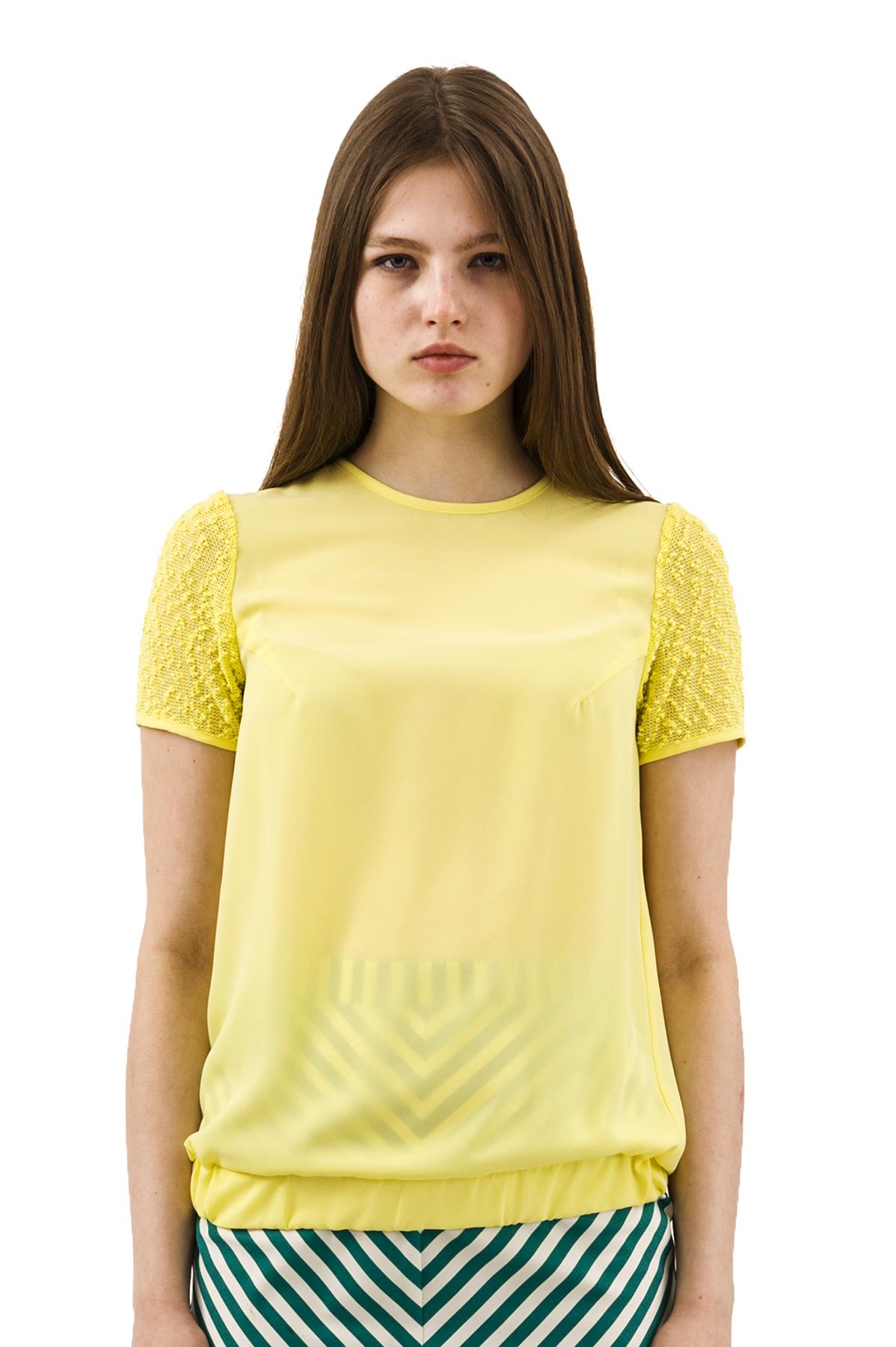 БлузаЖенские блузки<br>Эффектная блузка Doctor E оригинального дизайна привлечет к Вам всеобщее внимание и подчеркнет Ваш оригинальный вкус. Изделие будет удачно гармонировать с любыми предметами гардероба.<br><br>Цвет: желтый<br>Состав: 100% полиэстер<br>Размер: 42,44,46,48,50,52,54,56,58,60<br>Страна дизайна: Россия<br>Страна производства: Россия
