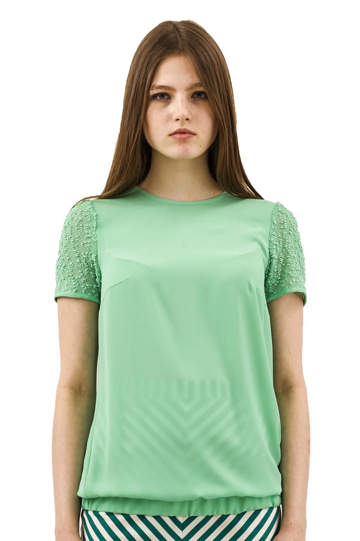 БлузаЖенские блузки<br>Эффектная блузка Doctor E оригинального дизайна привлечет к Вам всеобщее внимание и подчеркнет Ваш оригинальный вкус. Изделие будет удачно гармонировать с любыми предметами гардероба.<br><br>Цвет: зеленый<br>Состав: 100% полиэстер<br>Размер: 42,44,46<br>Страна дизайна: Россия<br>Страна производства: Россия