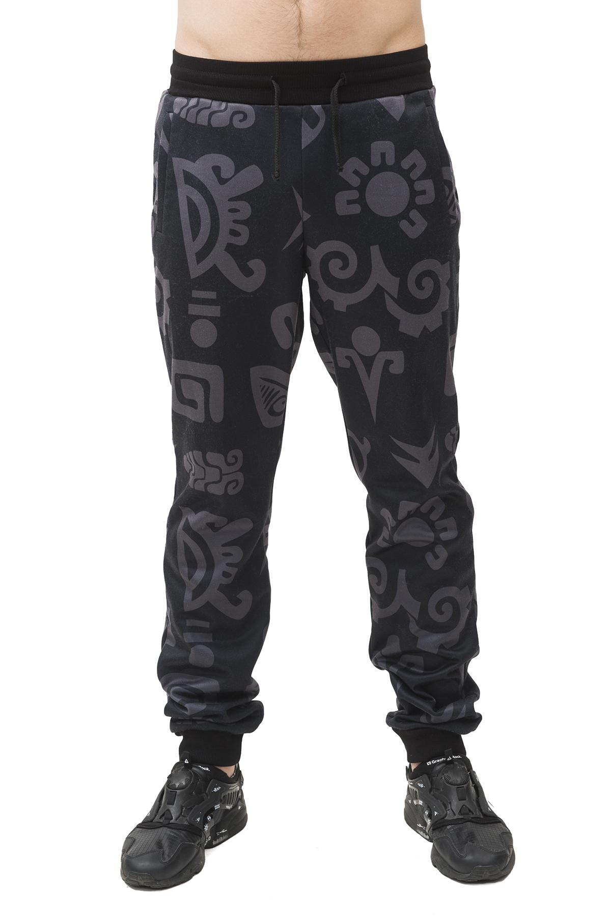 БрюкиБрюки, джинсы, шорты от производителя<br>Спортивные брюки Pavel Yerokin с принтом  выполнены из трикотажной ткани. Особенности: свободный силуэт, зауженный крой, пояс-резинка со шнуром, два кармана спереди, этнический принт.<br><br>Цвет: черный,серый<br>Состав: Полиэстер - 70%, Вискоза - 25%, Эластан - 5%<br>Размер: 48,50<br>Страна дизайна: Россия<br>Страна производства: Россия