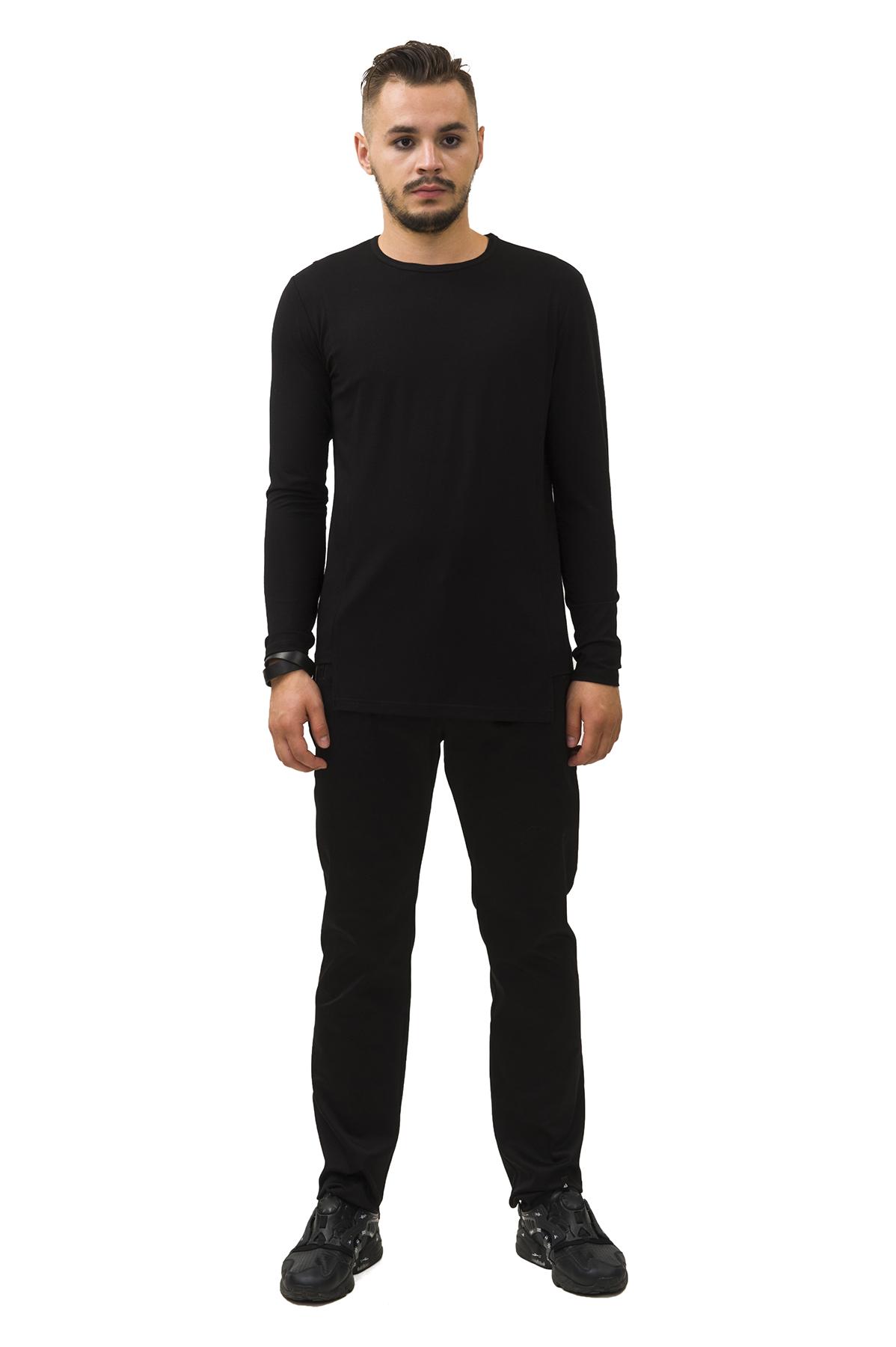 ЛонгсливМужские футболки, джемпера<br>Лонгслив Pavel Yerokin выполнен из вискозного трикотажа. Особенности: прямой крой, асимметричный низ, круглый вырез, длинный рукав.<br><br>Цвет: черный<br>Состав: Вискоза - 92%, Эластан - 8%<br>Размер: 44,46,48,50,52<br>Страна дизайна: Россия<br>Страна производства: Россия