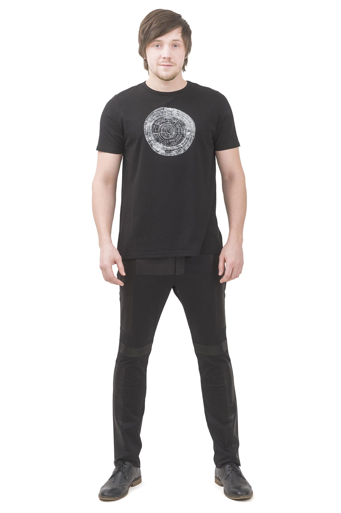 ФутболкаМужские футболки, джемпера<br>Футболка бренда Pavel Yerokin выполнена из хлопкового трикотажа. Особенности: свободный крой, круглый вырез, принт в стиле минимализма.<br><br>Цвет: черный<br>Состав: Хлопок - 92%, Эластан - 8%<br>Размер: 44,46,48,50,52,54,56,58,60<br>Страна дизайна: Россия<br>Страна производства: Россия
