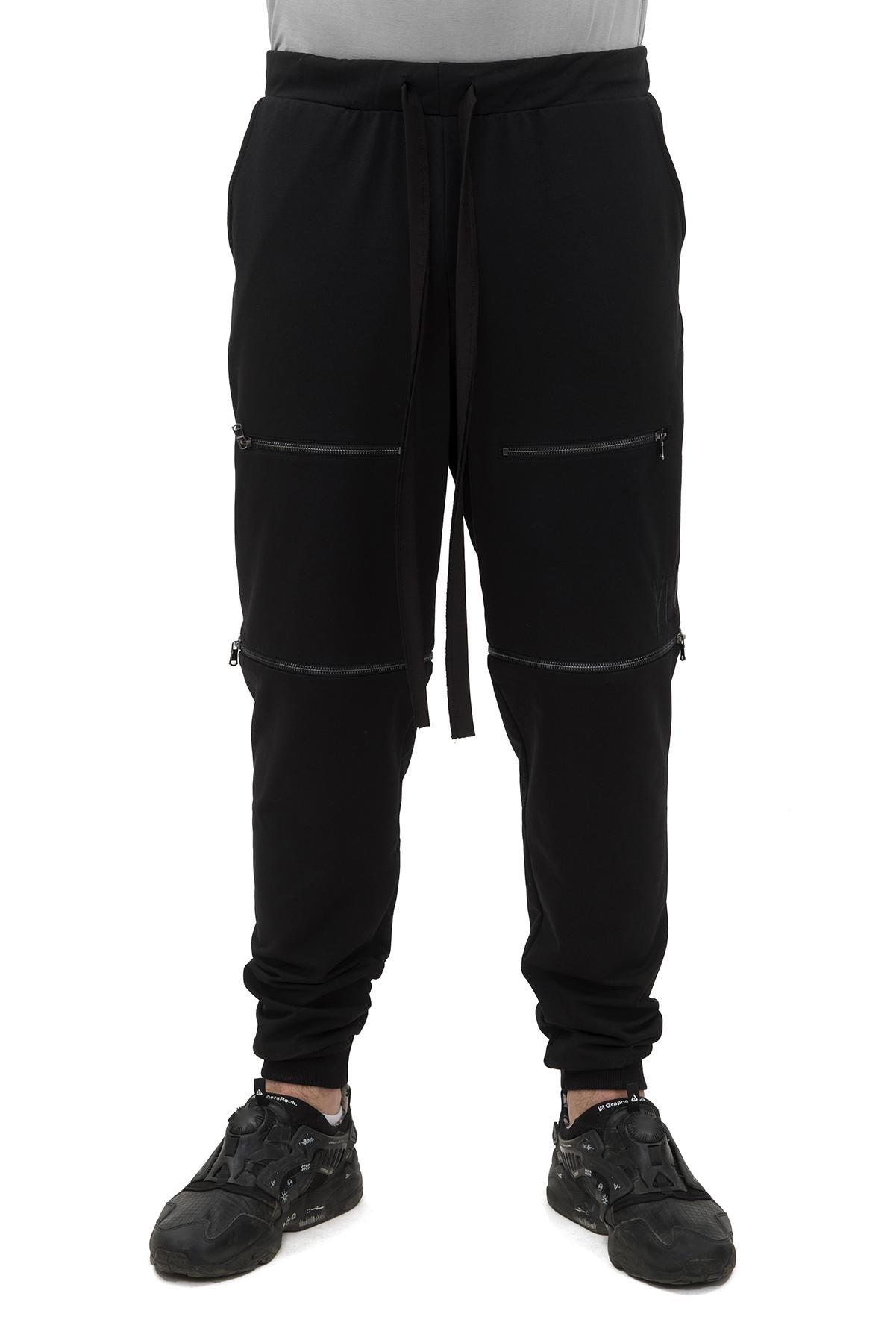 БрюкиБрюки, джинсы, шорты от производителя<br>Шорты-брюки брендаPavel Yerokinвыполнены из плотного трикотажа. Особенности: прямой крой, эластичный пояс и манжеты, шнуровка, два боковых кармана, два передних кармана с застежкой-молнией.<br><br>Цвет: черный<br>Состав: Хлопок - 80%, Полиэстер - 14%, Эластан - 6%<br>Размер: 44,46,54<br>Страна дизайна: Россия<br>Страна производства: Россия
