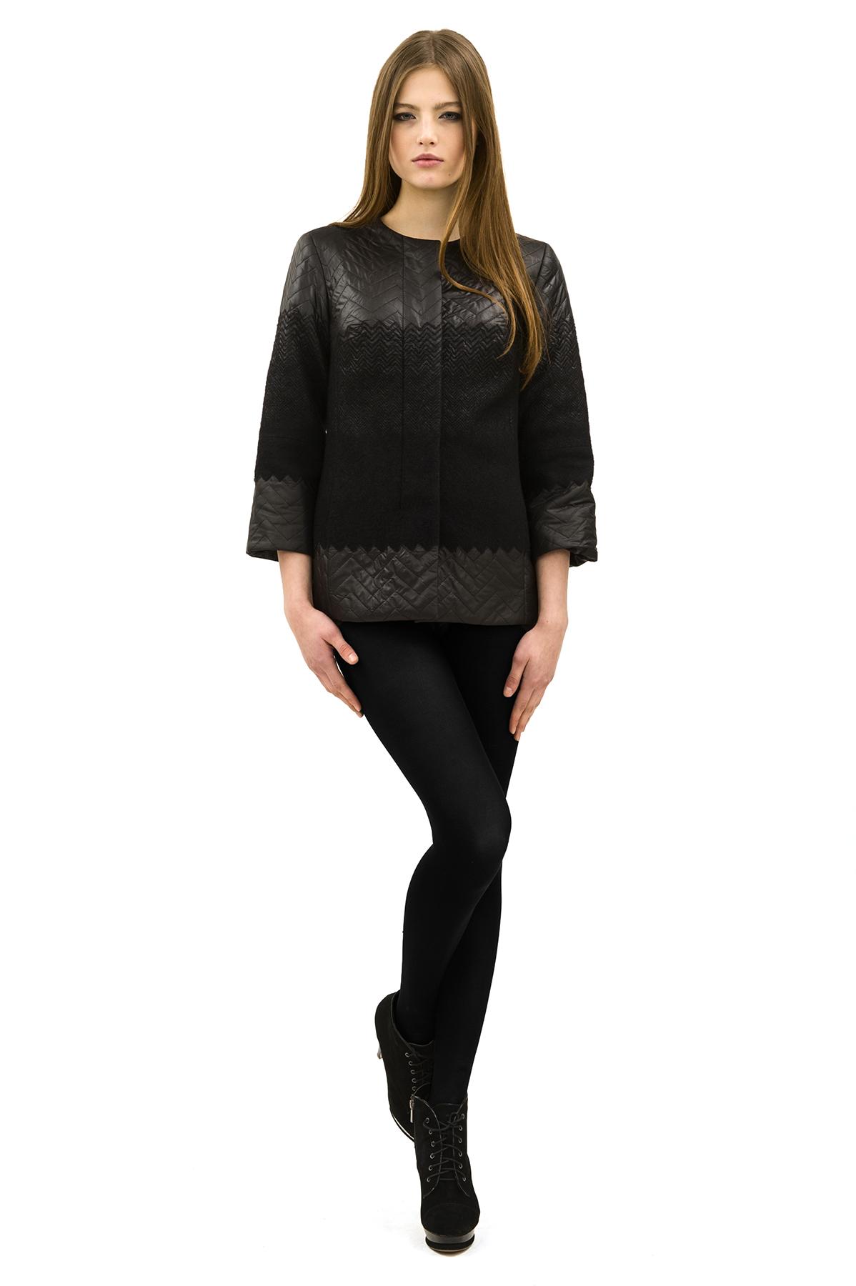 КурткаЖенские куртки, плащи, пальто<br>Стильная куртка для современных жительниц мегаполиса. Выполнена из высококачественного комфортного материала. Эта вещь станет идеальным вариантом для создания современного образа любой девушки.<br><br>Цвет: черный<br>Состав: 100% полиэстер, подкладка - 100% полиэстер, утеплитель - 100% полиэстер<br>Размер: 40,42,44,46,48,50,52,54,56,58,60<br>Страна дизайна: Россия<br>Страна производства: Россия