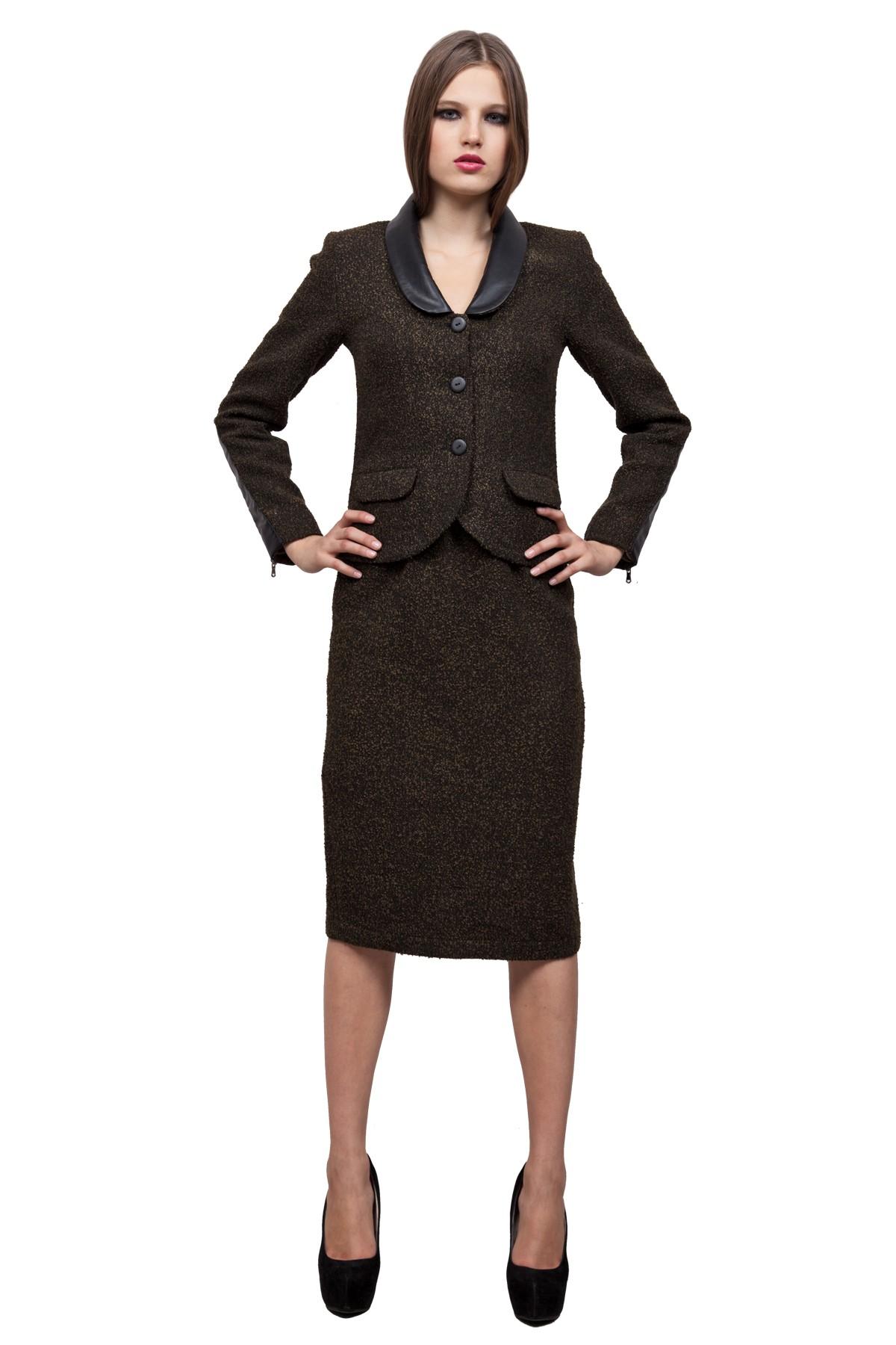 ЖакетЖакеты, жилеты<br>Жакет - незаменимая вещь в гардеробе любой девушки, поскольку является отличным дополнением практически к любому стилю. Изделие, выполнено из ткани букле и декорировано деталями из кож.зама. С этой моделью будут великолепно смотреться многие вещи из Вашег<br><br>Цвет: хаки, черный<br>Состав: ткань1-30%шерсть, 30%полиэстер, 30%акрил, 10%полиамид, ткань2-100%полиэстер, подкладка -54%полиэстер, 46%вискоза<br>Размер: 40,42,44,46,48,50,52,54,56,58,60<br>Страна дизайна: Россия<br>Страна производства: Россия