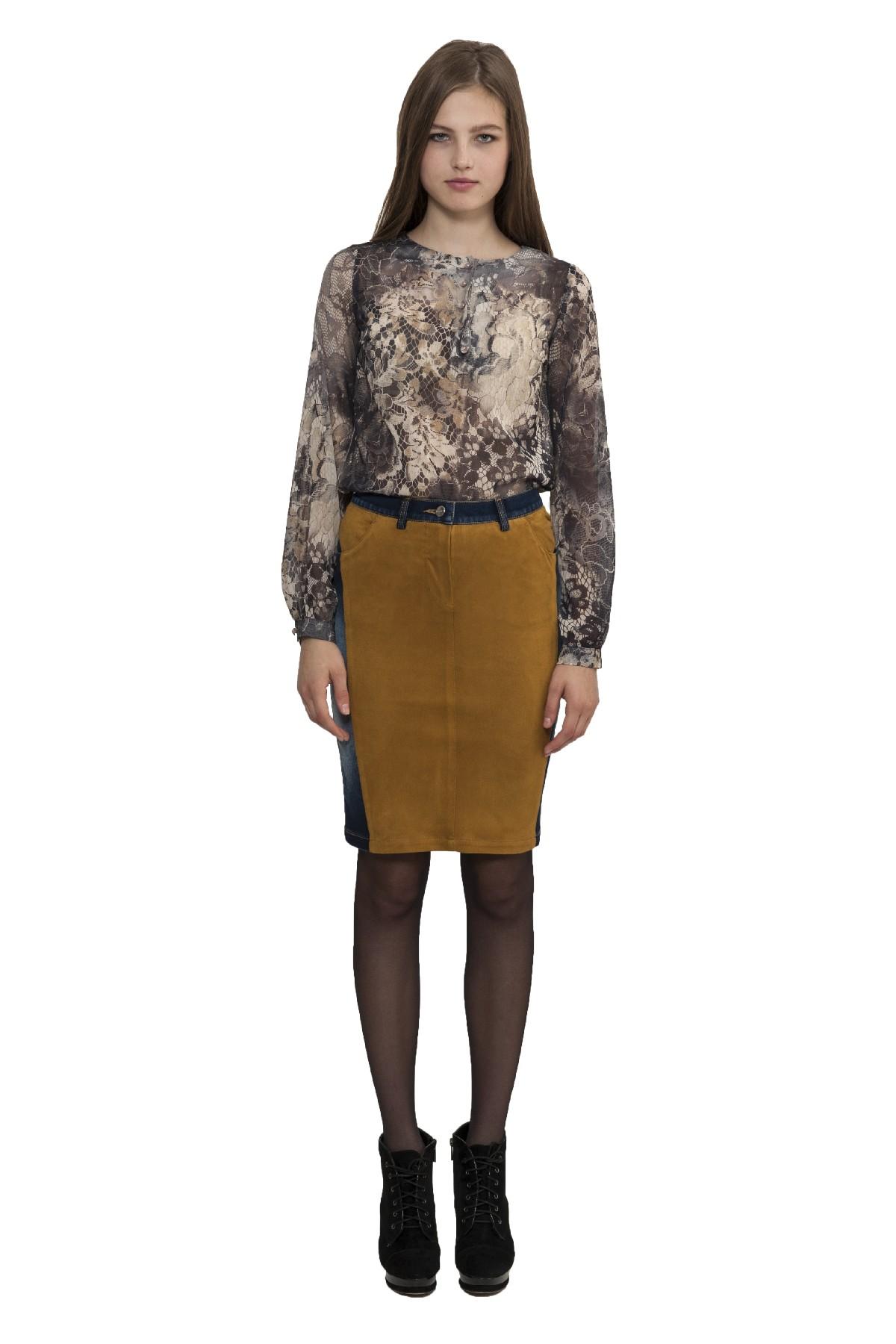БлузаЖенские блузки<br>Изумительная полупрозрачная блузка - это, несомненно, привлекательный и женственный вариант в офис или на свидание.Блузка с длинными рукавами, выполненная в нежной цветовой гамме, что придаст образу неповторимый шарм.<br><br>Цвет: серый<br>Состав: 100% полиэстер<br>Размер: 40,42,44,46,48,50,52,54,56<br>Страна дизайна: Россия<br>Страна производства: Россия
