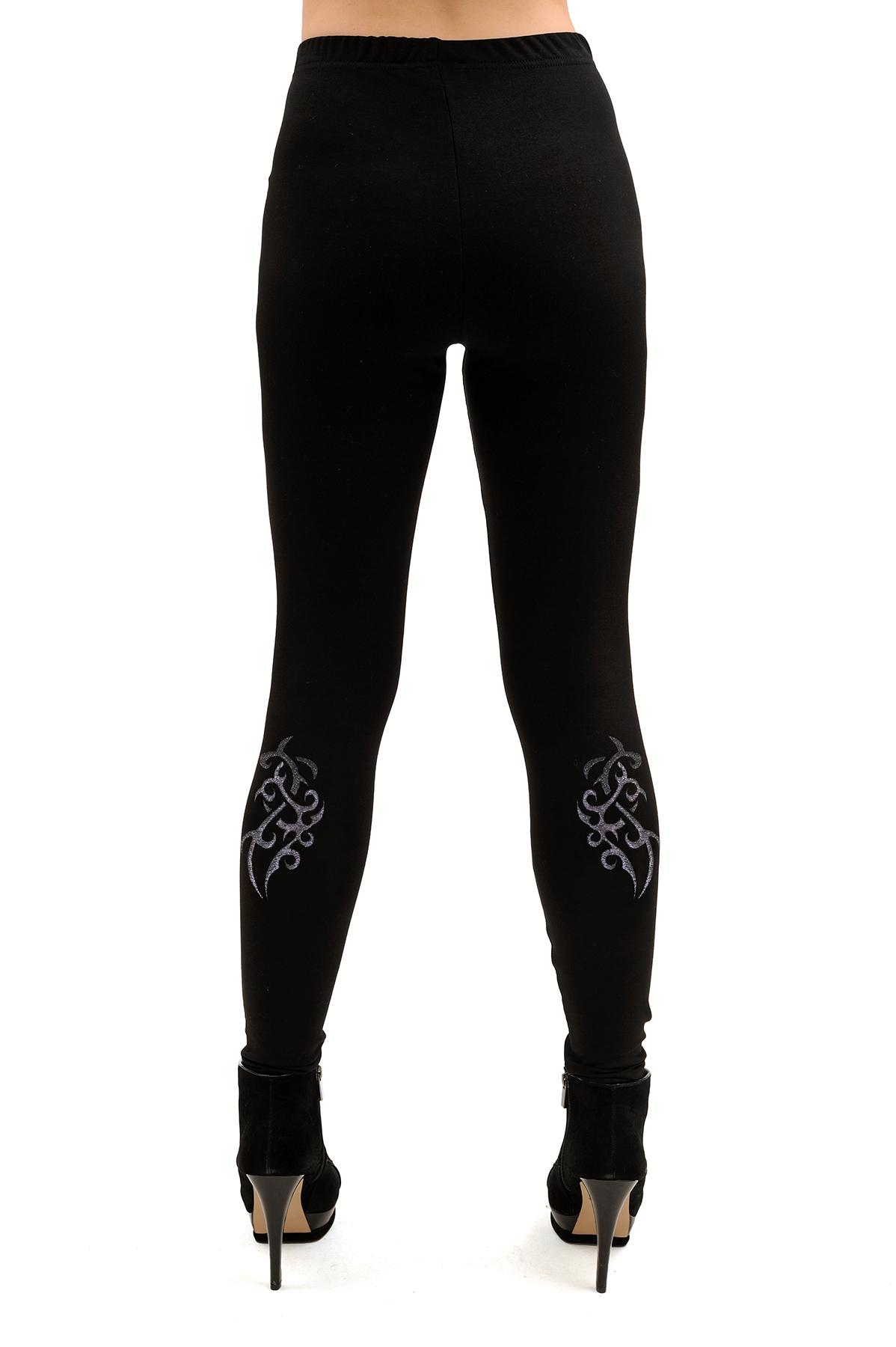 ЛеггинсыЖенские юбки и брюки<br>Модные леггинсы на эластичном поясе. Облегающий покрой изделия выгодно подчеркнет стройность Ваших ног. Прекрасный вариант для различных комбинаций в одежде.<br><br>Цвет: черный<br>Состав: 70% хлопок, 25% полиэстер, 5% лайкра<br>Размер: 40,42<br>Страна дизайна: Россия<br>Страна производства: Россия