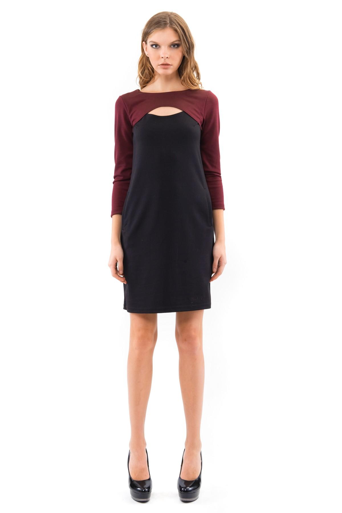 ПлатьеПлатья,  сарафаны<br>Платье свободного покроя с рукавами 3/4  и красивым вырезом в области декольте. Выполнено из высококачественного трикотажа. Отличный вариант для создания повседневного стильного образа.<br><br>Цвет: фиолетовый,черный<br>Состав: 60%вискоза, 35%полиэстер, 5%лайкра<br>Размер: 40,42,44,46,48,50,52,54,56,58,60<br>Страна дизайна: Россия<br>Страна производства: Россия