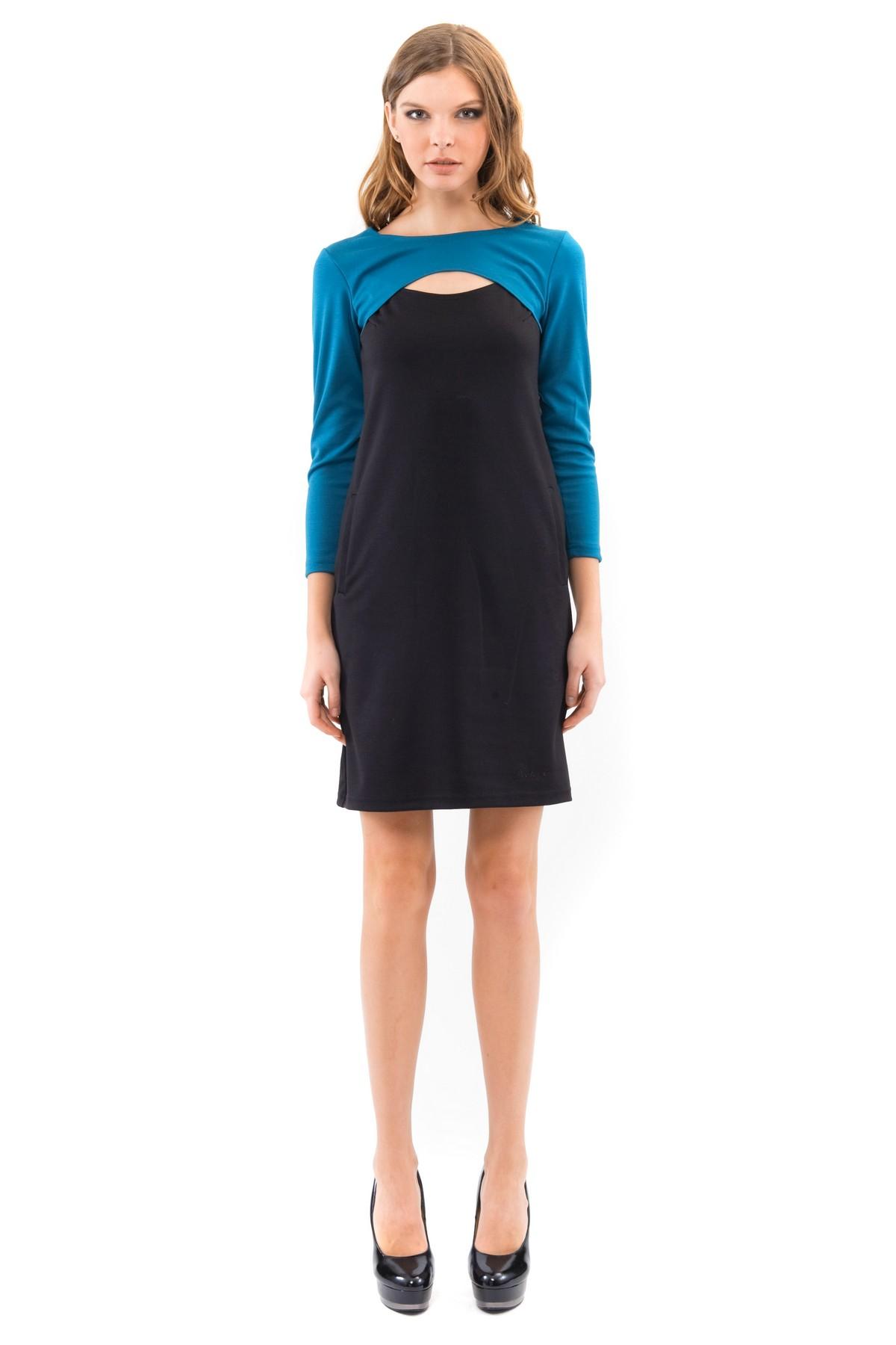 ПлатьеПлатья,  сарафаны<br>Платье свободного покроя с рукавами 3/4  и оригинальной вышивкой в области груди. Выполнено из высококачественного трикотажа. Отличный вариант для создания повседневного стильного образа.<br><br>Цвет: изумрудный,черный<br>Состав: 60%вискоза, 35%полиэстер, 5%лайкра<br>Размер: 40,42,44,46,48,50,52,54,56,58,60<br>Страна дизайна: Россия<br>Страна производства: Россия
