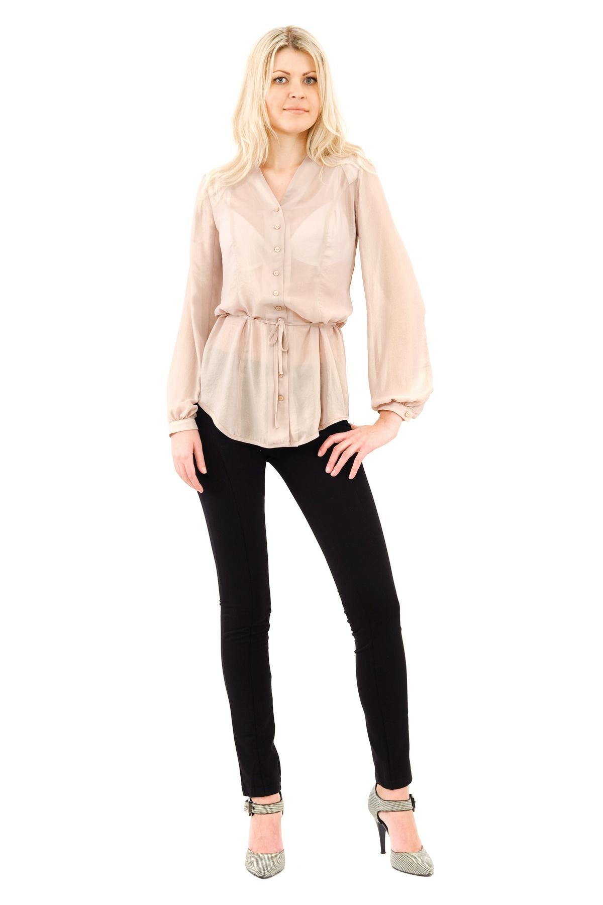 БлузаЖенские блузки<br>Изумительная полупрозрачная блузка, украшенная небольшим воротничком - это, несомненно, привлекательный и женственный вариант в офис или на свидание.Блузка с длинными рукавами, выполненная в нежной цветовой гамме, что придаст образу летний, неповторимый<br><br>Цвет: бежевый<br>Состав: 100% полиэстер<br>Размер: 40,42,44,46,48,50,52<br>Страна дизайна: Россия<br>Страна производства: Россия
