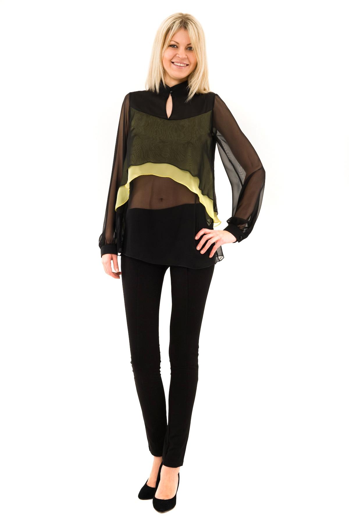 БлузаЖенские блузки<br>Привлекательная блузка создаст шикарный образ. Модель приталенного кроя выполнена с оригинальным многослойным эффектом. Будьте бесподобны в этом эффектном изделии.<br><br>Цвет: черный,желтый<br>Состав: 100% полиэстер<br>Размер: 40,42<br>Страна дизайна: Россия<br>Страна производства: Россия