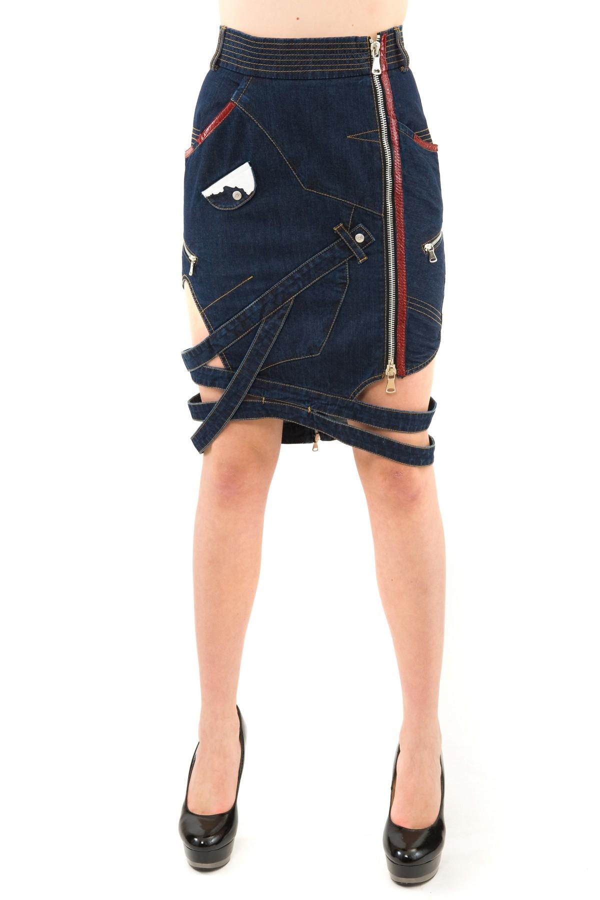 ЮбкаЖенские юбки и брюки<br>Стильная юбка актуальной длины  для ярких и уверенных в своей неотразимости женщин. Изделие прекрасно сочетается со многими элементами гардероба.<br><br>Цвет: синий<br>Состав: 97% хлопок, 3% лайкра<br>Размер: 30<br>Страна дизайна: Россия<br>Страна производства: Россия