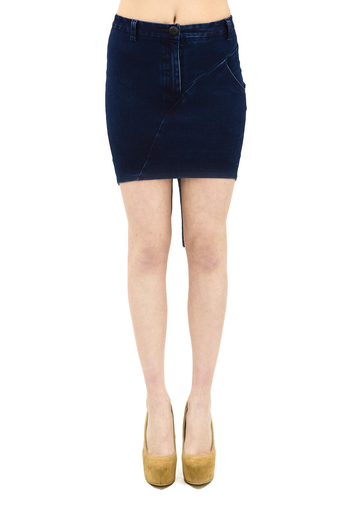 ЮбкаЖенские юбки и брюки<br>Эффектная джинсовая юбкаDoctor E- прекрасный вариант. Такая вещь смотрится очень стильно и женственно. Модель выглядит соблазнительно, подчеркивая красивые очертания фигуры. Осталось только дополнить этот образ изысканным  топом или же ультрамодной футб<br><br>Цвет: синий<br>Состав: 76 % хлопок, 21% полиэстер, 3% эластан<br>Размер: 38,40,42,44,46,48<br>Страна дизайна: Россия<br>Страна производства: Россия