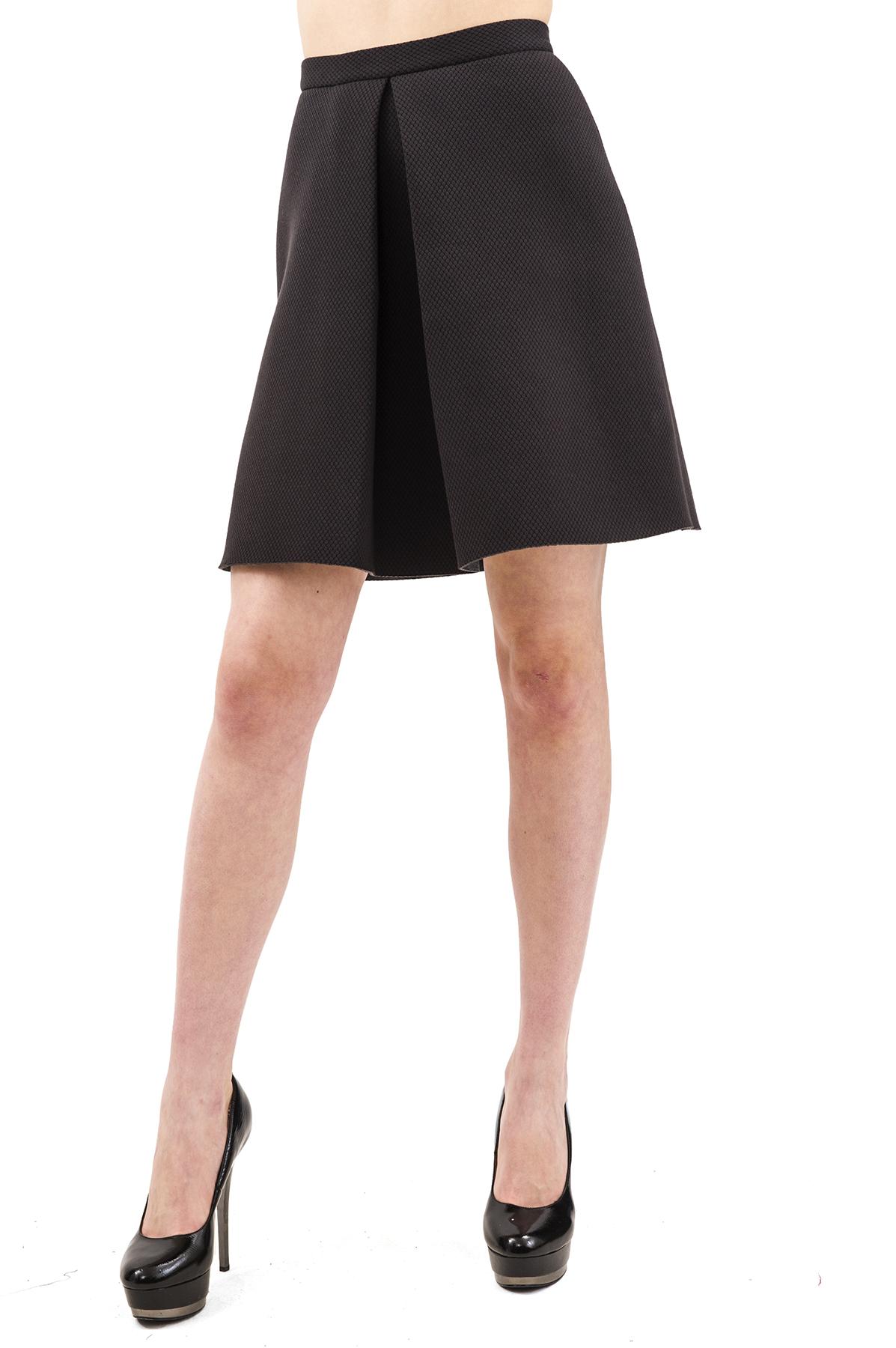 ЮбкаЖенские юбки и брюки<br>Стильная юбка актуальной длины  для ярких и уверенных в своей неотразимости женщин. Изделие прекрасно сочетается со многими элементами гардероба.<br><br>Цвет: черный<br>Состав: 54% хлопок, 32% полиэстер, 12% вискоза, 2% спандекс<br>Размер: 40,42,44,46,48,50,52,54,56,58,60<br>Страна дизайна: Россия<br>Страна производства: Россия