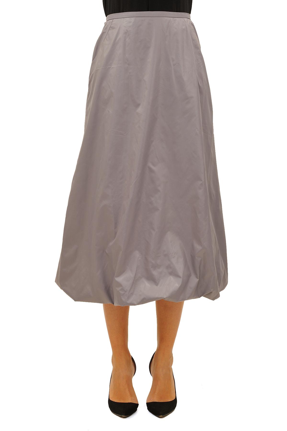ЮбкаЖенские юбки и брюки<br>Эффектная юбка должна быть в каждом гардеробе и эта модель отвечает всем требованиям современной модницы! Благодаря спокойной однотонной расцветке, юбка превосходно гармонирует с любыми вещами.<br><br>Цвет: светло-серый<br>Состав: 100 % полиэстер<br>Размер: 42,44,46,48,50,52,54<br>Страна дизайна: Россия<br>Страна производства: Россия