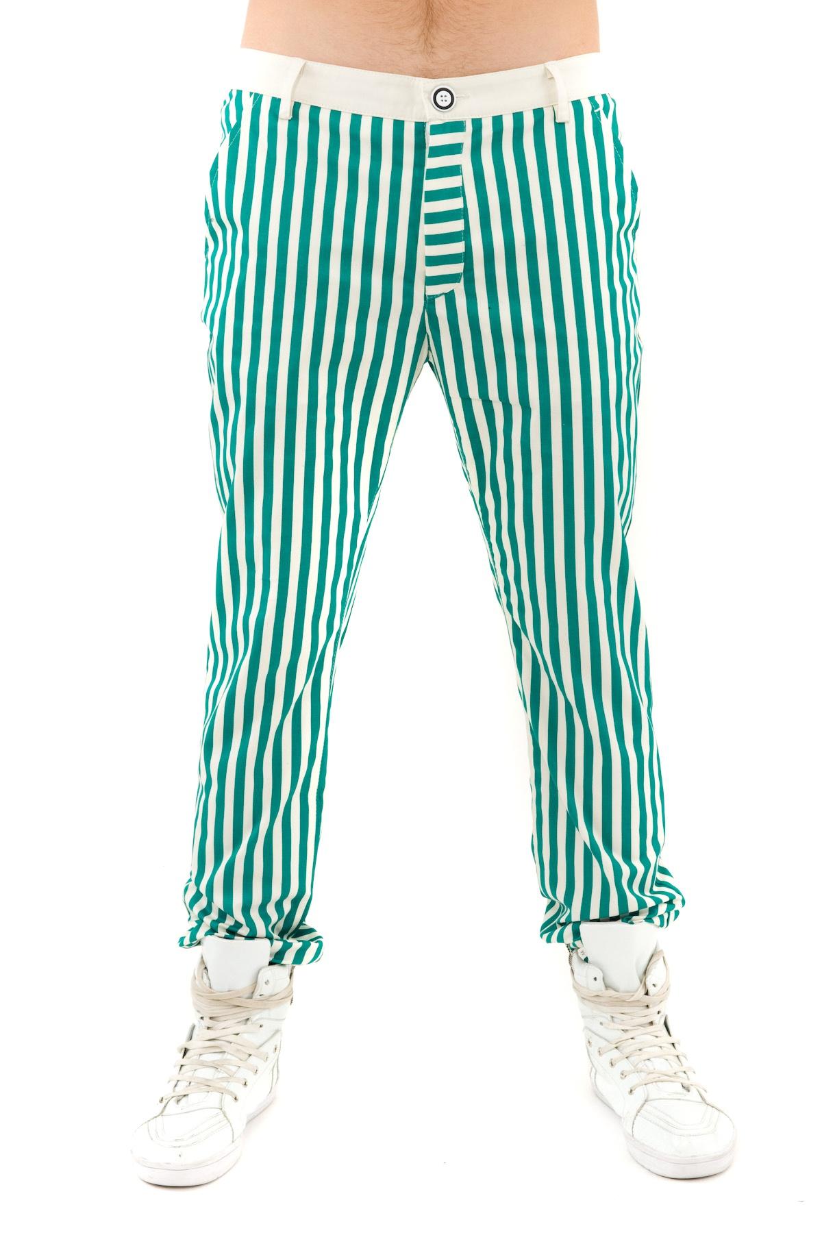 БрюкиБрюки, джинсы, шорты от производителя<br>Мужские брюки. Из коллекции весна-лето Морская прогулка дизайнера Павла Ерокина.<br><br>Цвет: молочный,зеленый<br>Состав: 97% хлопок, 3% лайкра<br>Размер: 28,29,30,31,32,34<br>Страна дизайна: Россия<br>Страна производства: Россия