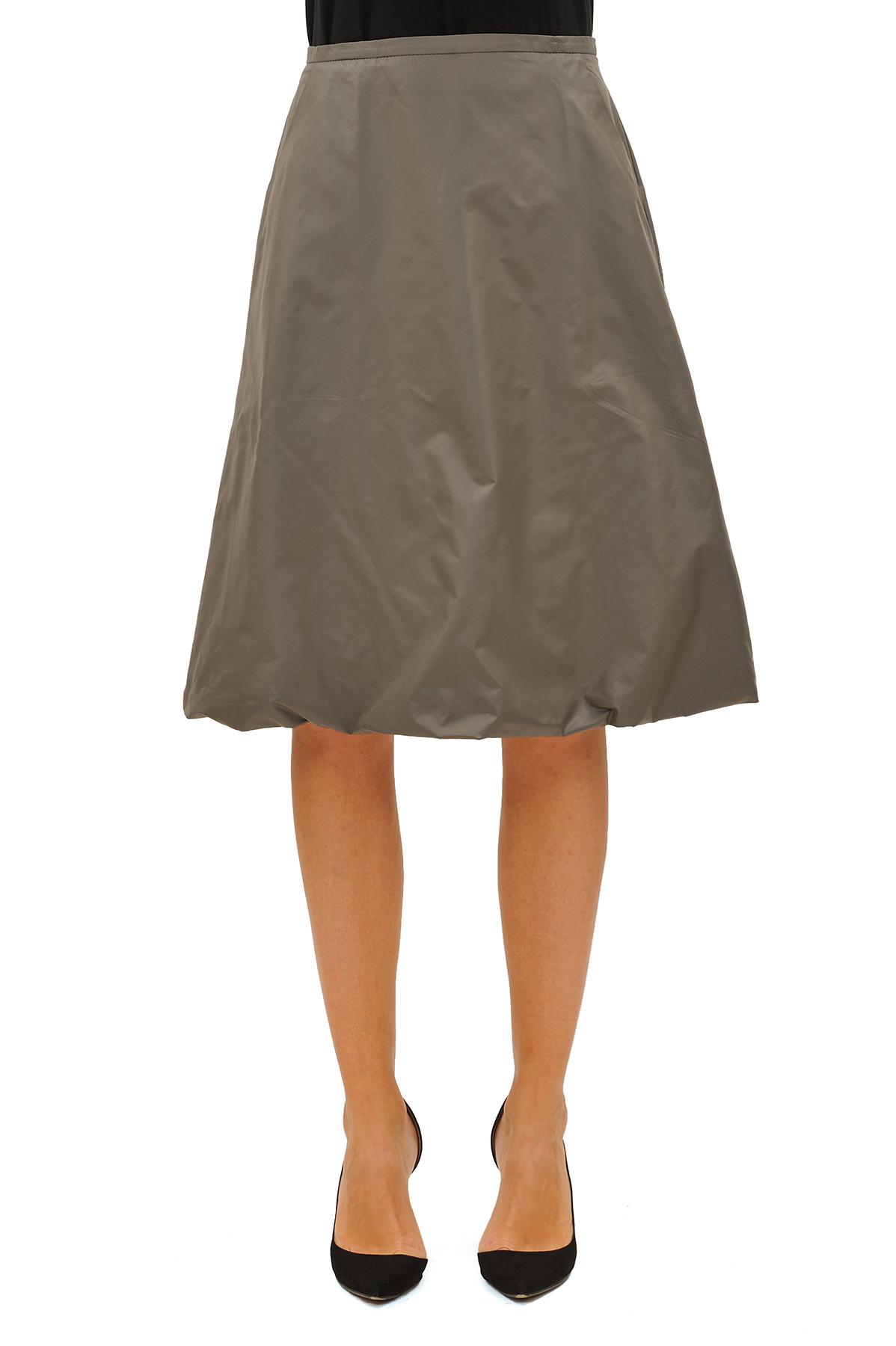 ЮбкаЖенские юбки и брюки<br>Эффектная юбка должна быть в каждом гардеробе и эта модель отвечает всем требованиям современной модницы! Благодаря спокойной однотонной расцветке, юбка превосходно гармонирует с любыми вещами.<br><br>Цвет: серый<br>Состав: 100 % полиэстер<br>Размер: 42,44,48,50,52,54<br>Страна дизайна: Россия<br>Страна производства: Россия