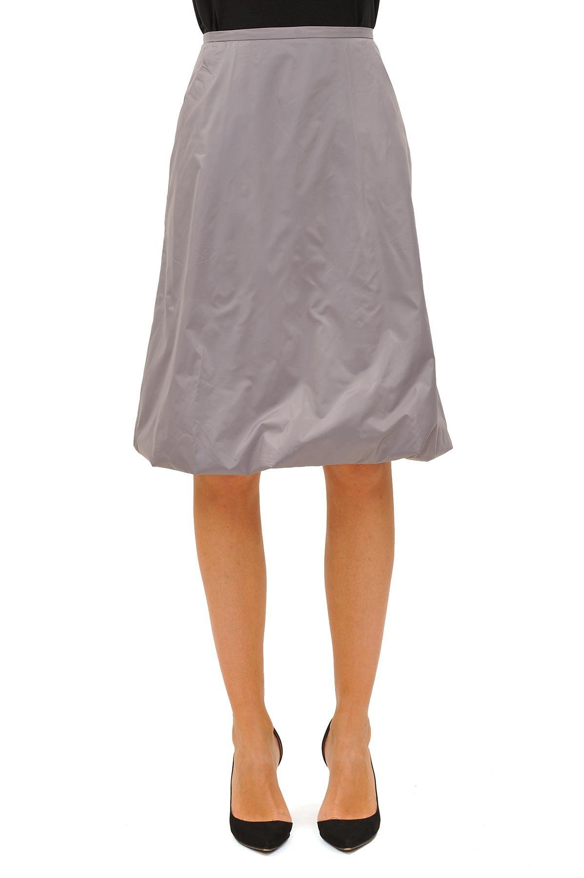 Cosmasi.ruЭффектная юбка должна быть в каждом гардеробе и эта модель отвечает всем требованиям современной модницы! Благодаря спокойной однотонной расцветке, юбка превосходно гармонирует с любыми вещами.<br><br>Цвет: светло-серый<br>Состав: 100 % полиэстер<br>Размер: 42,44,46,48,50,52,54,56<br>Страна дизайна: Россия<br>Страна производства: Россия