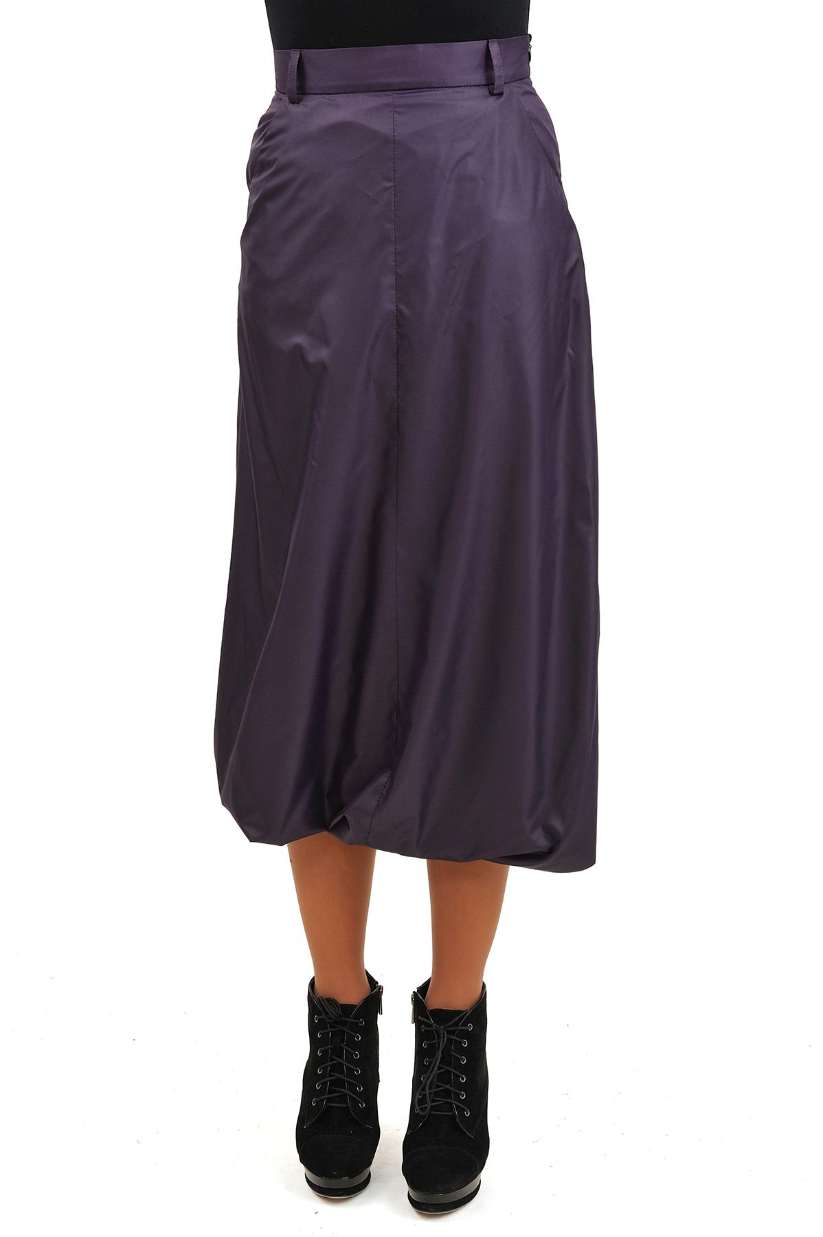 ЮбкаЖенские юбки и брюки<br>Эффектная юбка должна быть в каждом гардеробе и эта модель отвечает всем требованиям современной модницы! Благодаря спокойной однотонной расцветке, юбка превосходно гармонирует с любыми вещами.<br><br>Цвет: фиолетовый<br>Состав: 100% полиэстер, подкладка: 92% вискоза, 5% лайкра<br>Размер: 42,44,46<br>Страна дизайна: Россия<br>Страна производства: Россия
