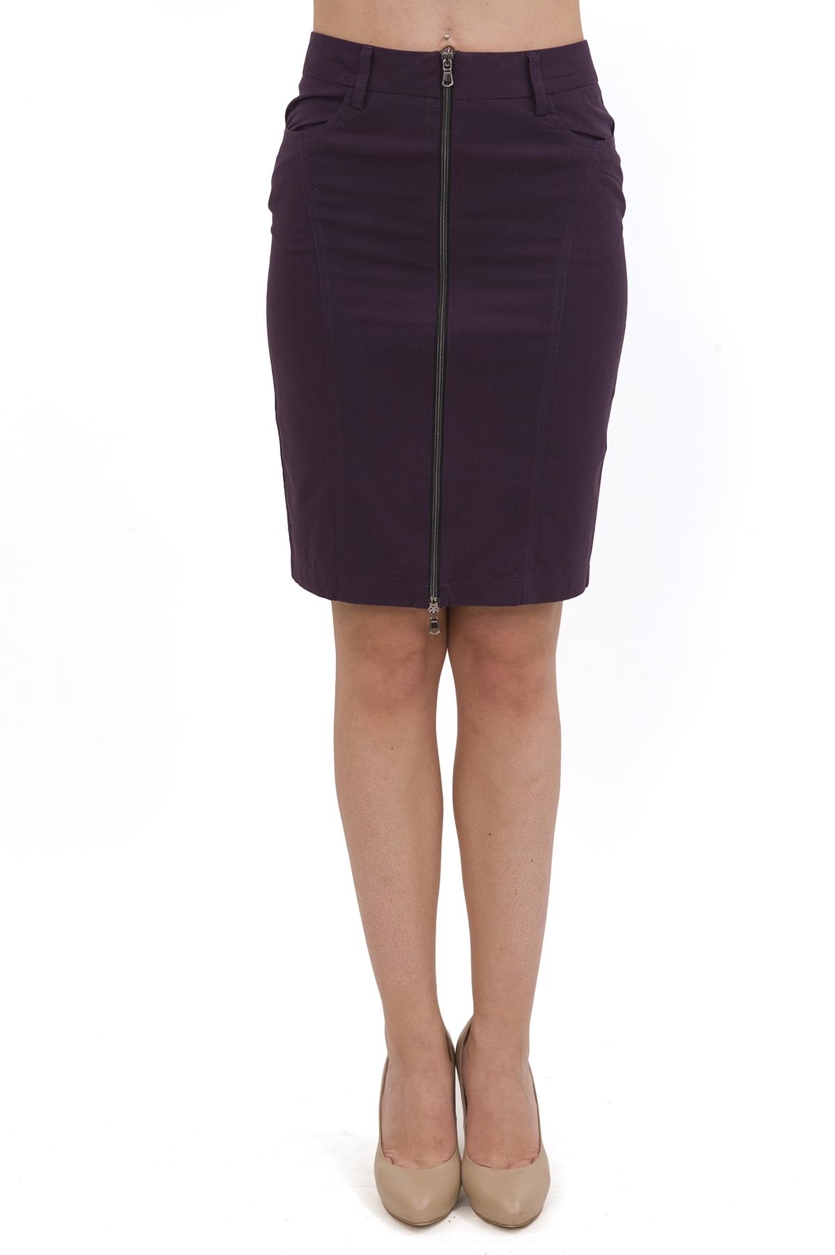 ЮбкаЖенские юбки и брюки<br>Стильная юбка актуальной длины  для ярких и уверенных в своей неотразимости женщин. Изделие прекрасно сочетается со многими элементами гардероба.<br><br>Цвет: фиолетовый<br>Состав: 97% хлопок, 3% лайкра<br>Размер: 40,42,44<br>Страна дизайна: Россия<br>Страна производства: Россия