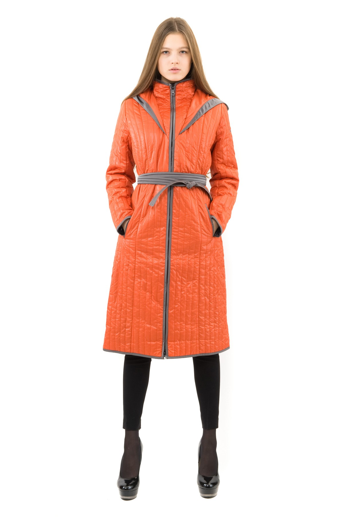 ПальтоЖенские куртки, плащи, пальто<br>В холодный осенний день очень важно ощущение тепла и комфорта. Это тепло может подарить Вам это очаровательное полупальто. модель приталенного покроя прекрасно сидит по фигуре. Оригинальность пальто заключается в комбинированном дизайне.<br><br>Цвет: оранжевый<br>Состав: 100% полиэстер, подкладка - 100% полиэстер, утеплитель - 100% полиэстер<br>Размер: 48,52,54,56<br>Страна дизайна: Россия<br>Страна производства: Россия