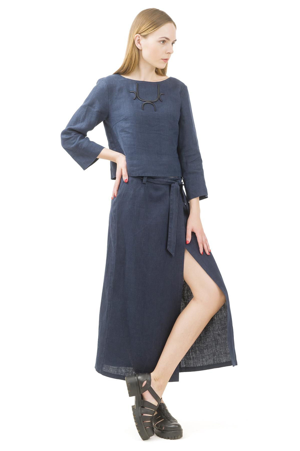ЮбкаЖенские юбки и брюки<br>Льняная юбка должна быть в каждом гардеробе и эта модель отвечает всем требованиям современной модницы! Благодаря спокойной однотонной расцветке, юбка превосходно гармонирует с любыми вещами.<br><br>Цвет: темно-синий<br>Состав: 100% лен<br>Размер: 40,42,44,46,48,50,52,54<br>Страна дизайна: Россия<br>Страна производства: Россия