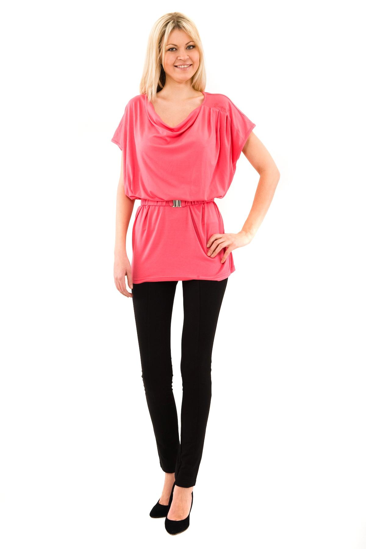 Платье-туникаПлатья,  сарафаны<br>Симпатичное платье-туника, выполненная из высококачественного трикотажного материала. Модель с округлым вырезом горловины. Талия дополнена поясом.<br><br>Цвет: розовый<br>Состав: 92% вискоза, 8% лайкра<br>Размер: 40,42,44,46,48,50,52,54,56,58,60<br>Страна дизайна: Россия<br>Страна производства: Россия