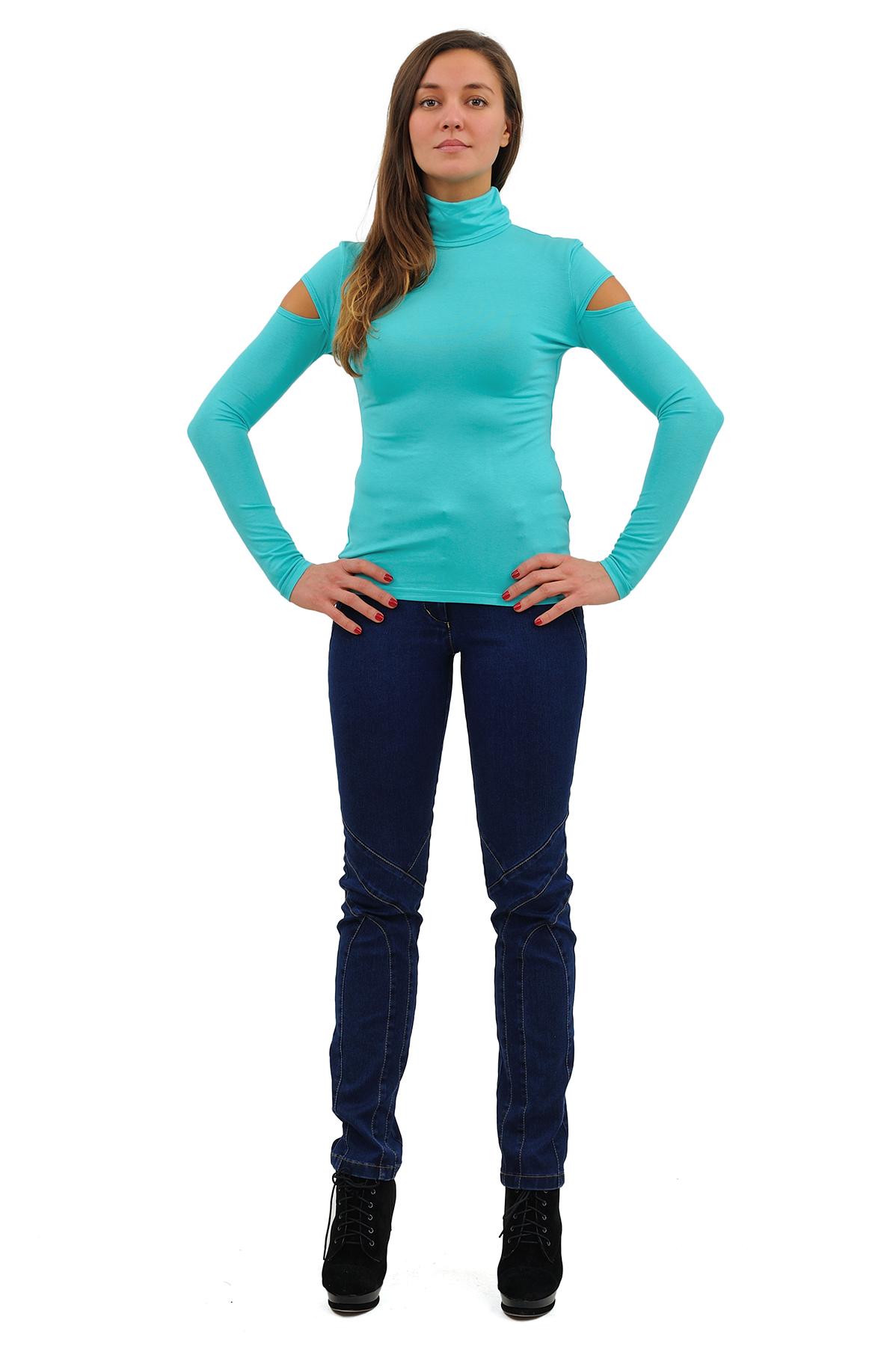 ВодолазкаТрикотаж<br>Модель облегающего покроя с воротником-стойкой, длинными рукавами. Выполнена из прекрасного мягкого трикотажа . Отличный вариант для создания повседневного стильного образа.<br><br>Цвет: голубой<br>Состав: 92% вискоза, 8% лайкра<br>Размер: 40,42,44,46,48,50,52,54,56,58,60<br>Страна дизайна: Россия<br>Страна производства: Россия