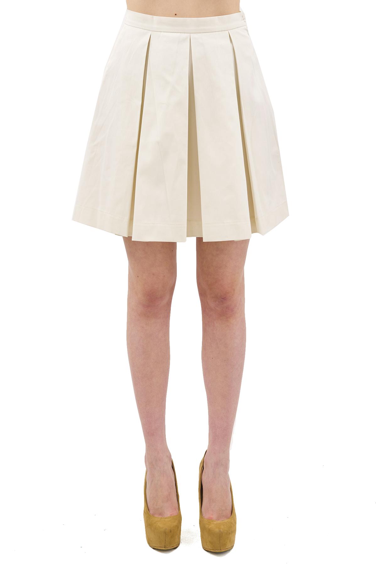 ЮбкаЖенские юбки и брюки<br>Стильная юбка актуальной длины  для ярких и уверенных в своей неотразимости женщин. Изделие прекрасно сочетается со многими элементами гардероба.<br><br>Цвет: молочный<br>Состав: 97% хлопок, 3% лайкра<br>Размер: 40,44,46,48,50,52,54,56,58,60<br>Страна дизайна: Россия<br>Страна производства: Россия