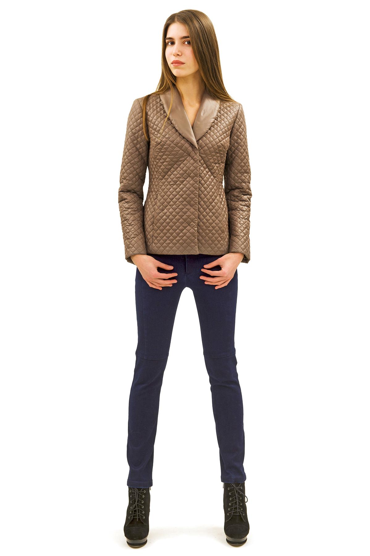 КурткаЖенские куртки, плащи, пальто<br>Стильная модель женской курткиспособна выделить Вас из общей толпы.Комфортный вариант на каждый день.<br><br>Цвет: коричневый<br>Состав: 100% полиэстер<br>Размер: 40,46,52<br>Страна дизайна: Россия<br>Страна производства: Россия