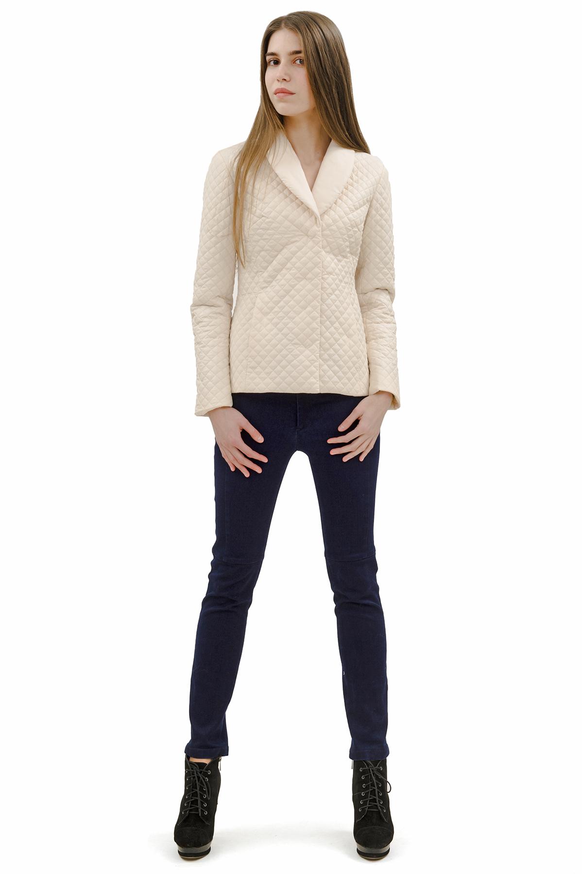 КурткаЖенские куртки, плащи, пальто<br>Стильная модель женской курткиспособна выделить Вас из общей толпы.Комфортный вариант на каждый день.<br><br>Цвет: молочный<br>Состав: 100% полиэстер<br>Размер: 40,52<br>Страна дизайна: Россия<br>Страна производства: Россия