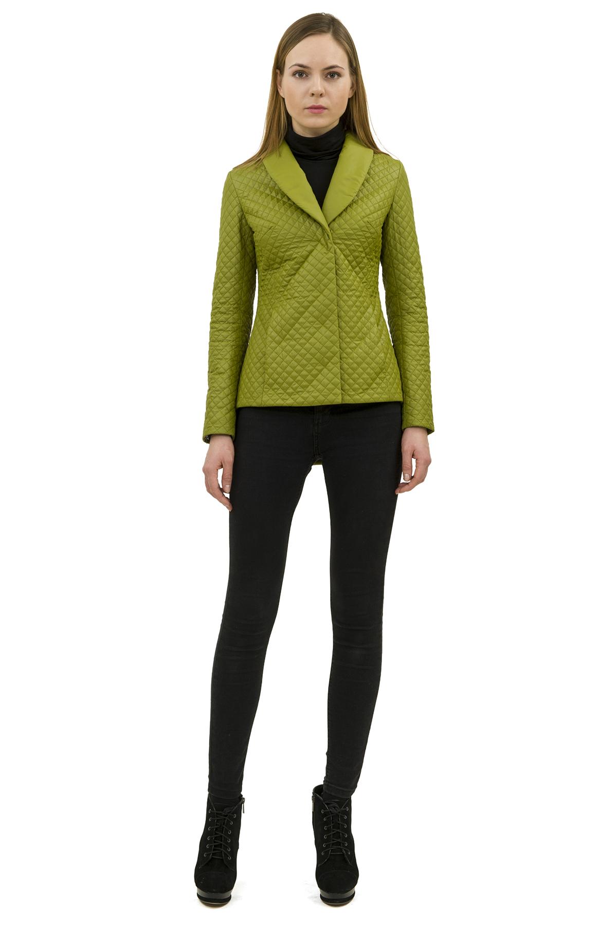 КурткаЖенские куртки, плащи, пальто<br>Стильная модель женской курткиспособна выделить Вас из общей толпы.Комфортный вариант на каждый день.<br><br>Цвет: оливковый<br>Состав: 100% полиэстер<br>Размер: 50,52<br>Страна дизайна: Россия<br>Страна производства: Россия